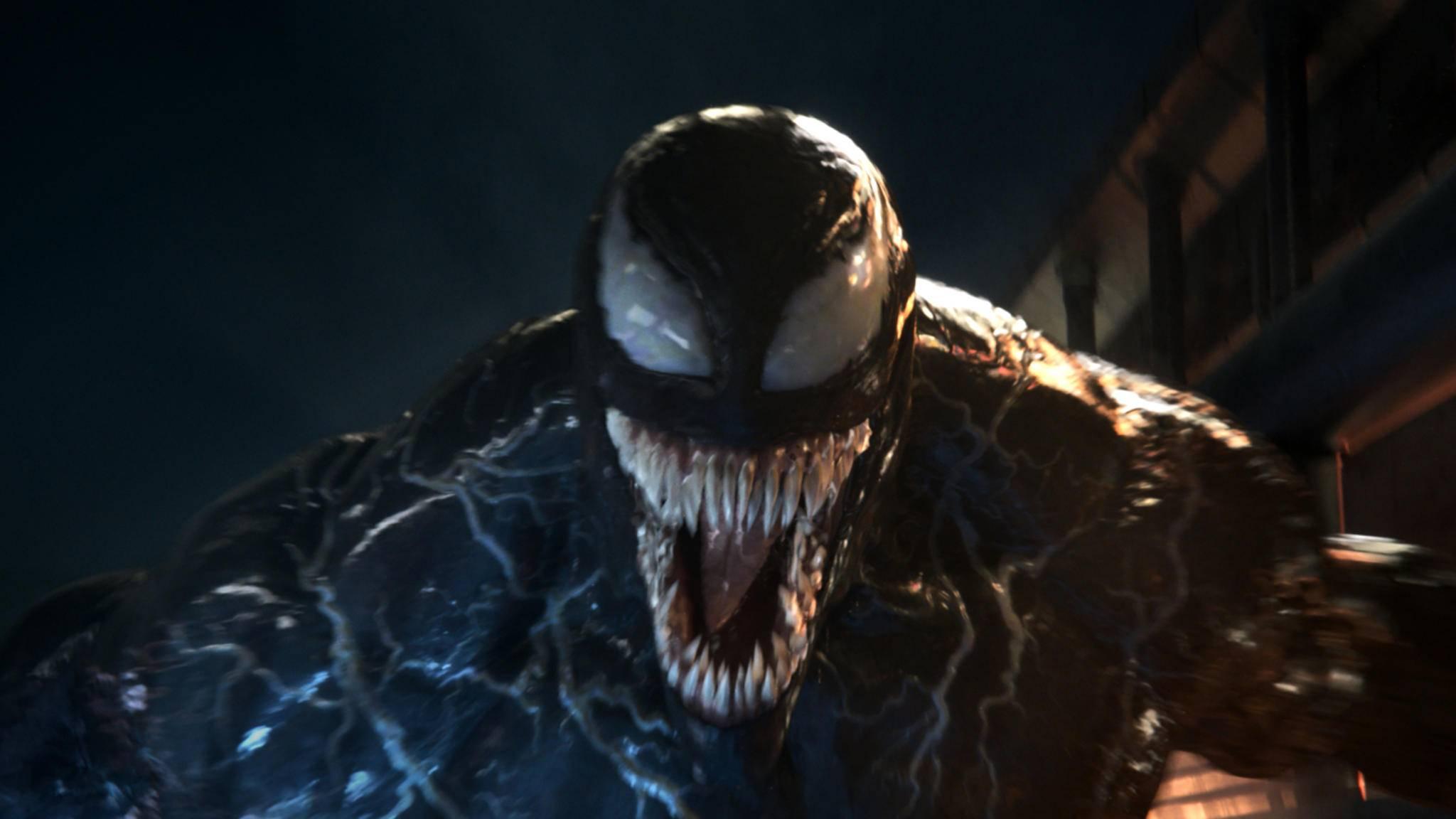 Venom hat gut lachen: Der Antiheld hat im Alleingang DCs Gerechtigkeitsliga geschlagen.