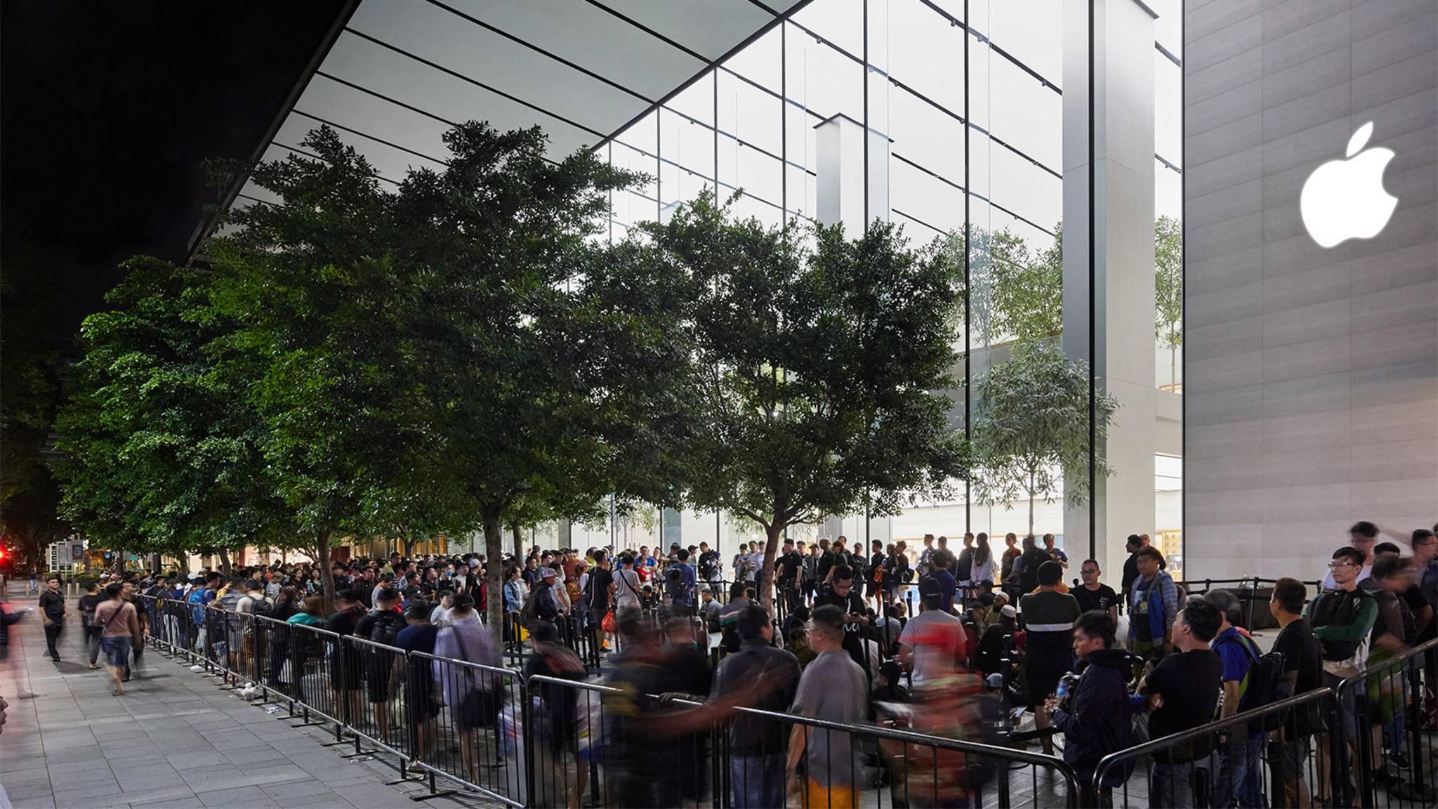 Vor dem Apple Store in Singapur bildete sich eine lange Schlange.