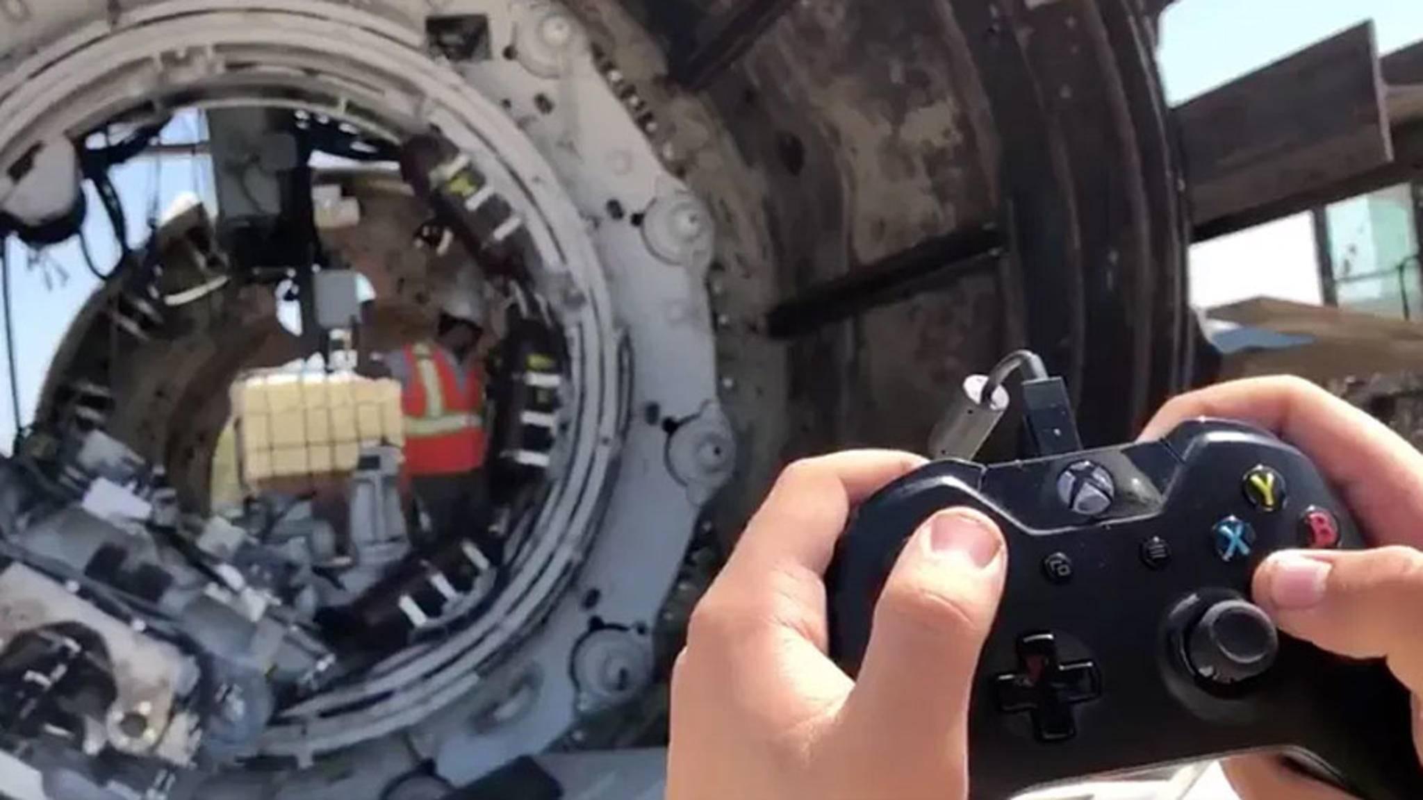 Irre! Ein Video auf Twitter zeigt, wie eine riesige Tunnelbohrmaschine mit einem Xbox-One-Controller gesteuert werden.