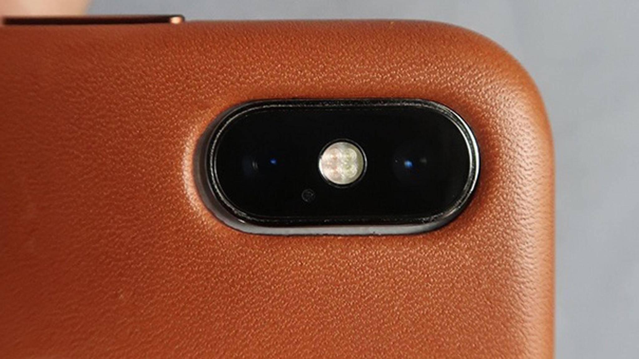 Die Kamera des iPhone X füllt die Aussparung eines iPhone-XS-Cases nicht vollständig aus.