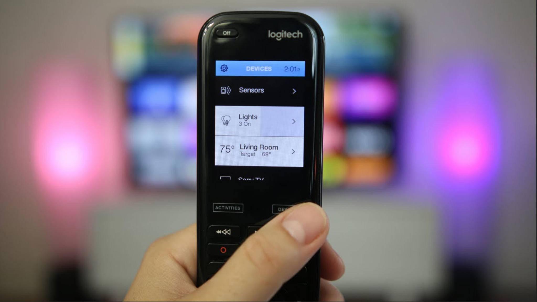 Moderne Universalfernbedienungen ermöglichen sogar die Steuerung von Smart-Home-Geräten.