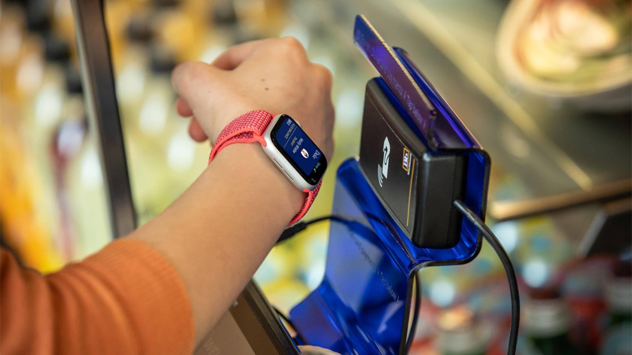 Mobiles Bezahlen mit Apple Pay – auch auf der Apple Watch kein Problem.