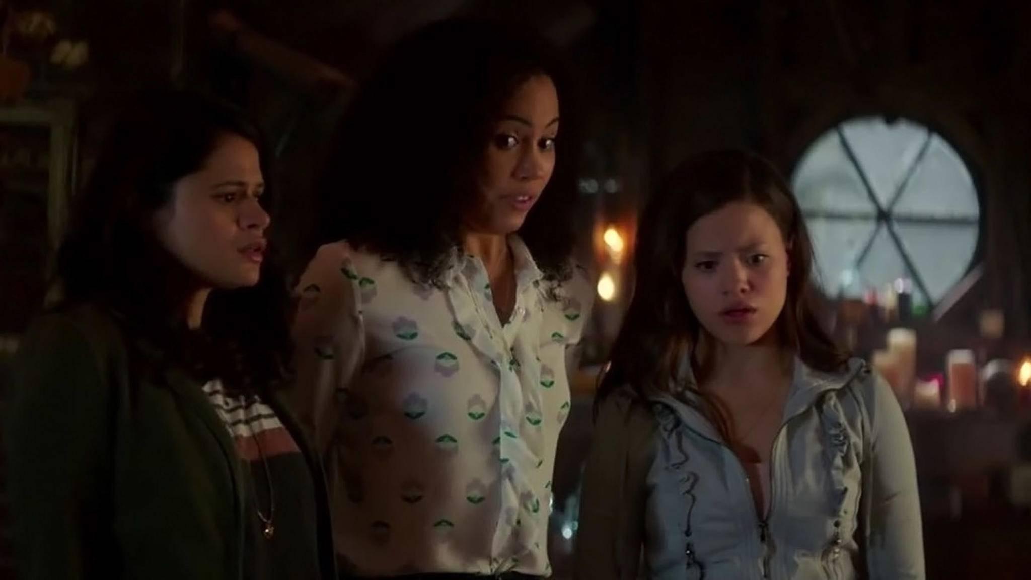 """Die Premiere des """"Charmed""""-Reboots hat bei den Zuschauern für gemischte Gefühle gesorgt."""
