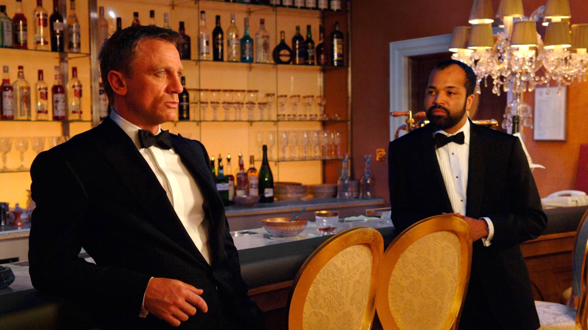"""Ohne schwarzen Anzug geht bei 007 nix – und ohne den passenden """"James Bond""""-Song."""