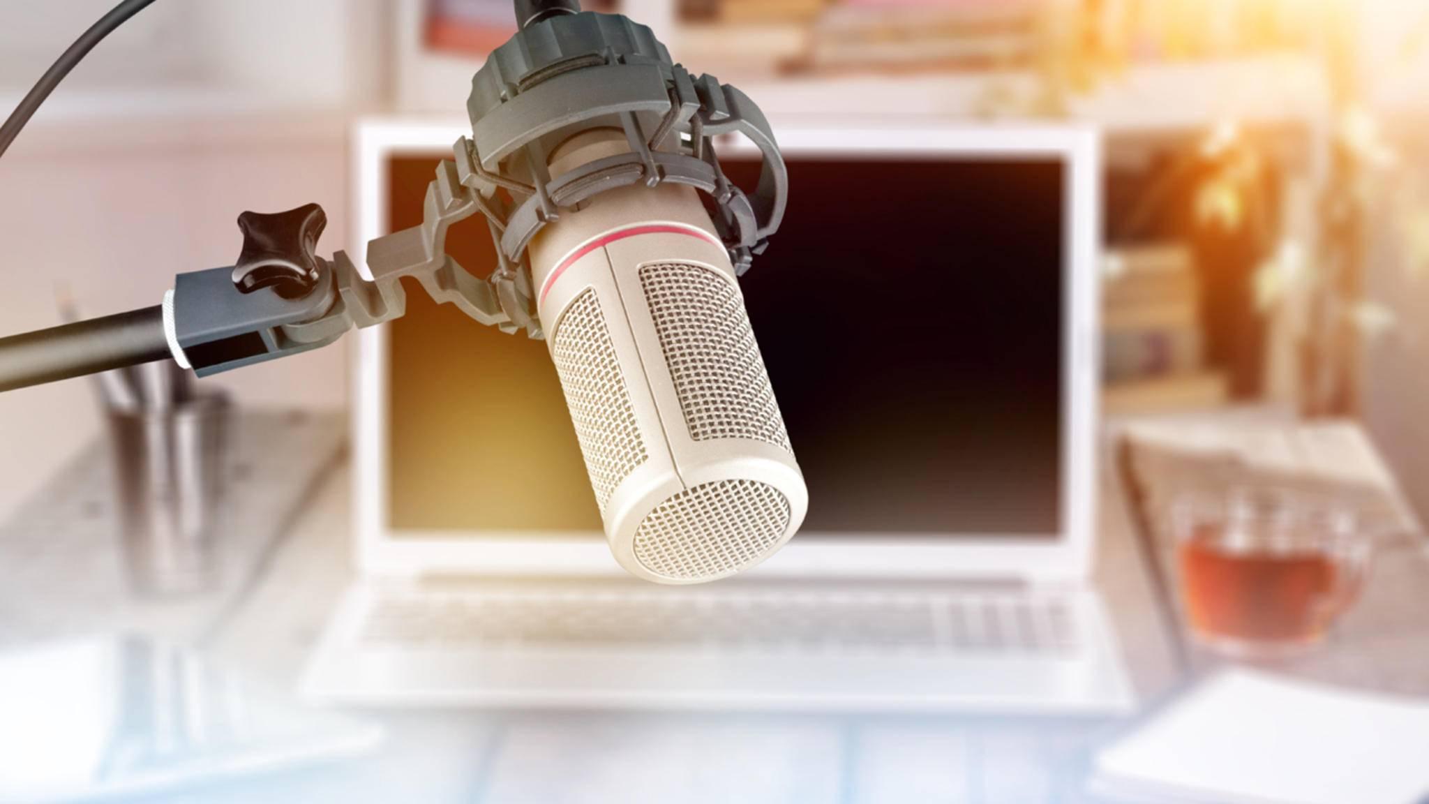 Für einen ernsthaften Podcast solltest Du ein ordentliches Mikrofon nutzen.