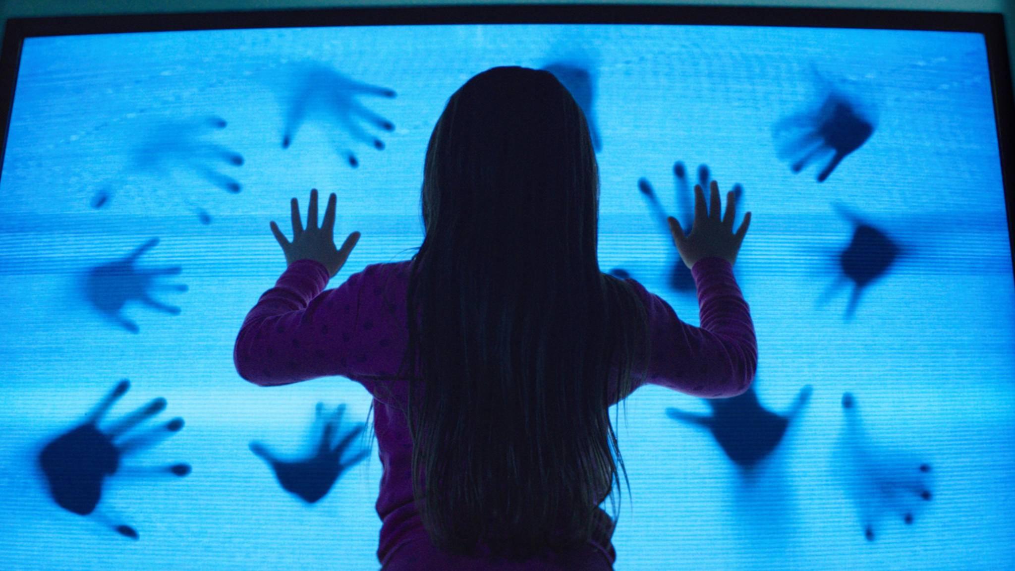 """Kurz vor Halloween gibt es gleich die doppelte Portion """"Poltergeist"""" bei Netflix ..."""