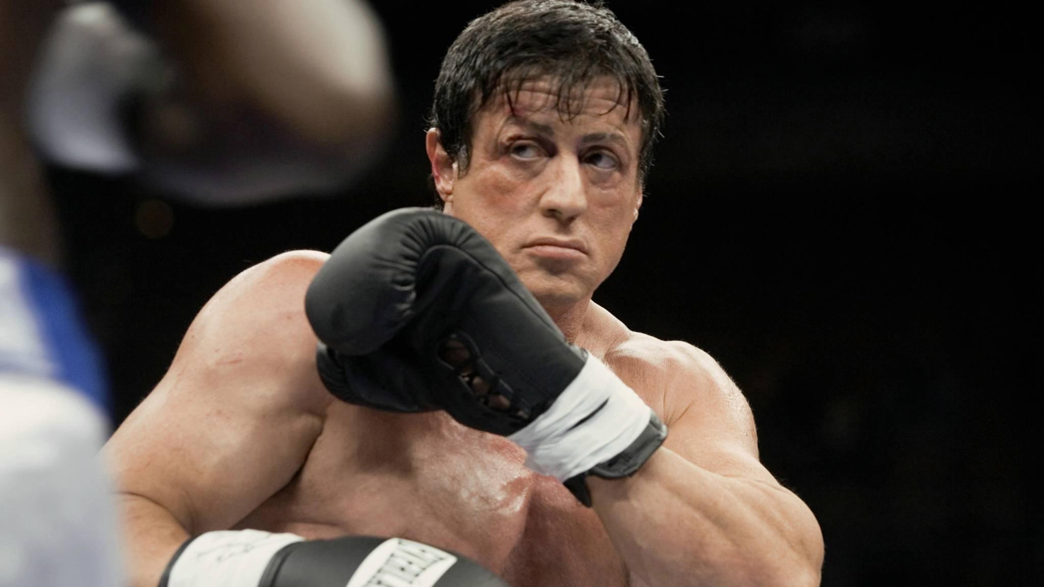 """Im Laufe der """"Rocky""""-Filme musste Sylvester Stallone als Titelheld einige Tiefschläge einstecken, doch er rappelte sich immer wieder auf."""