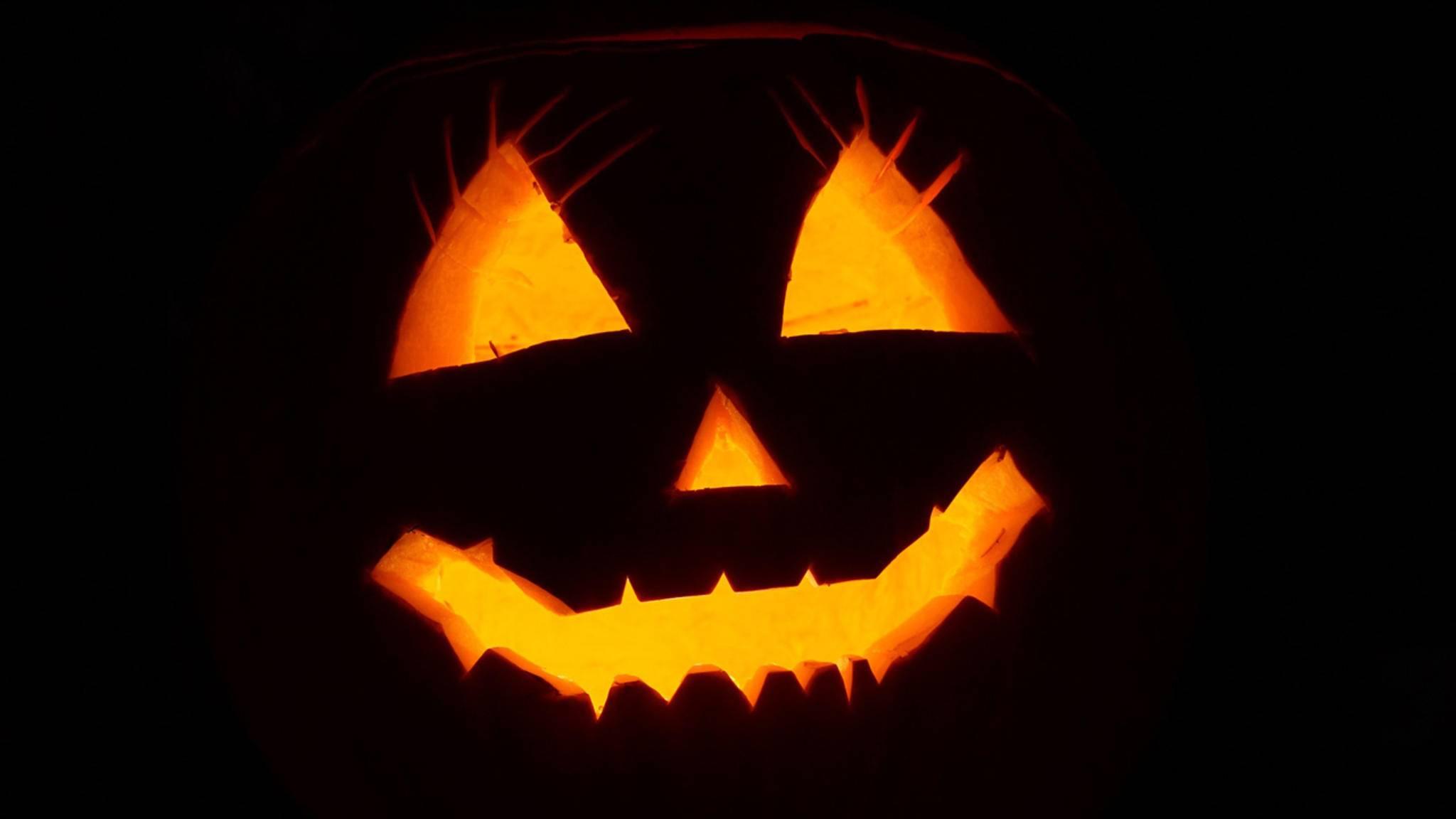 Halloween bedeutet: Licht aus, TV an und Horrorfilme gucken!
