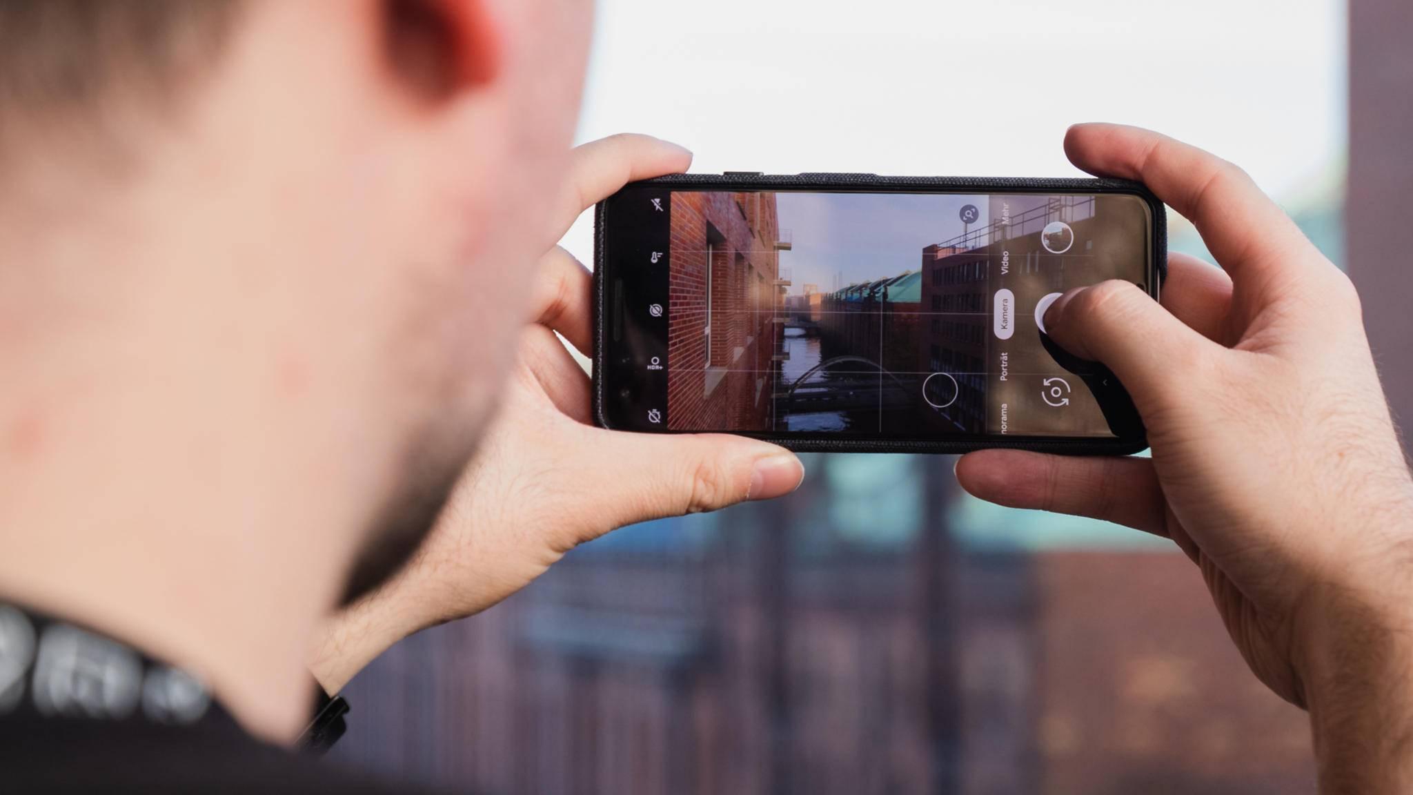Die Kamera-App von Pixel-Smartphones wird sich in Android 11 wohl auch durch zweifaches Tippen auf die Rückseite öffnen lassen.