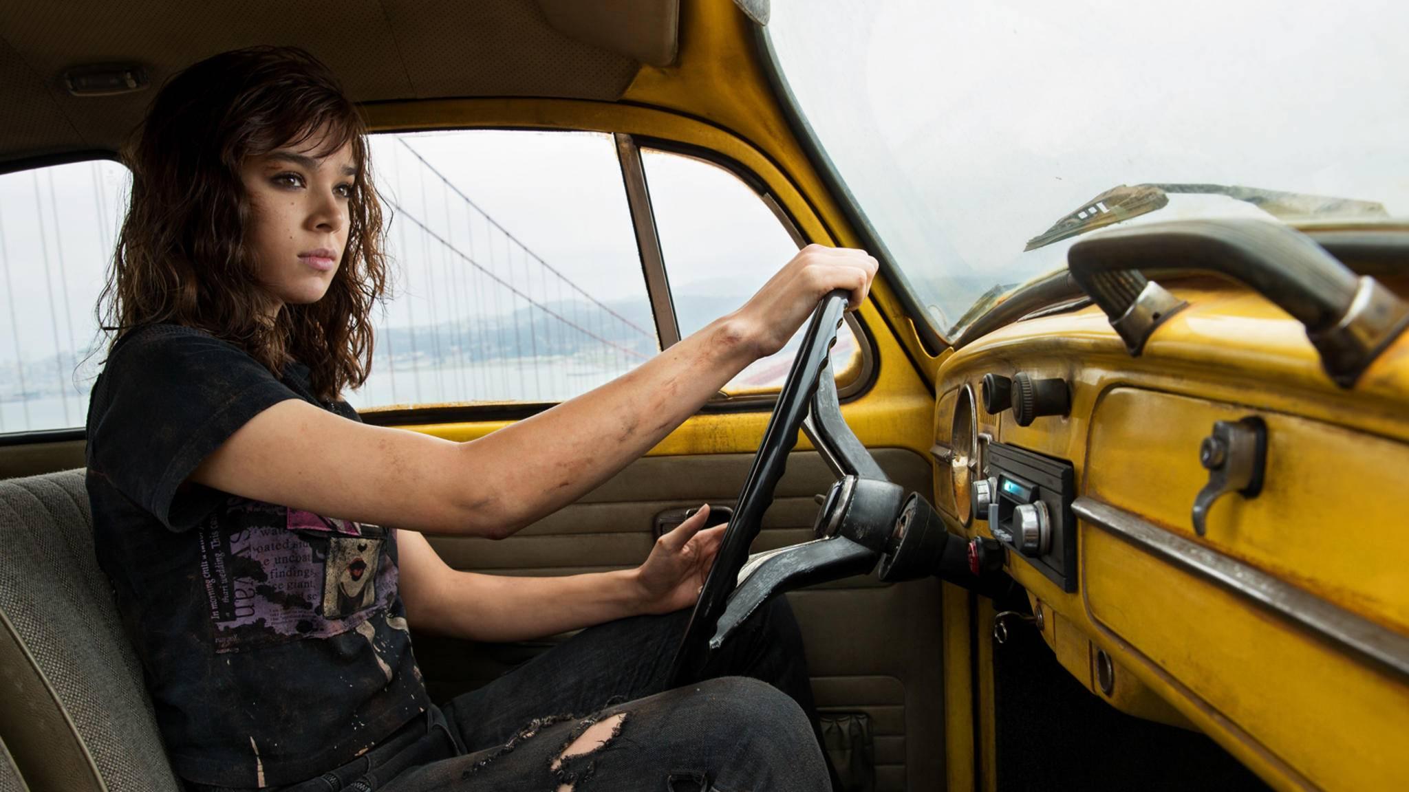 """Auf geht's nach Atlanta! Dort finden für Hailee Steinfeld die Dreharbeiten zu """"Hawkeye"""" statt."""