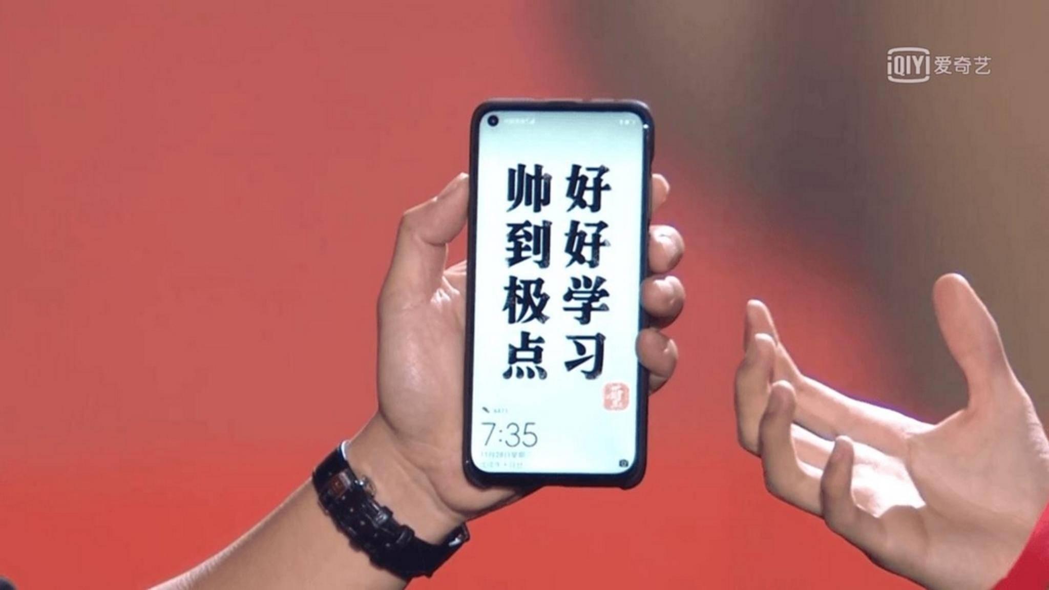 So zeigte sich das Huawei Nova 4 während einer chinesischen TV-Show.