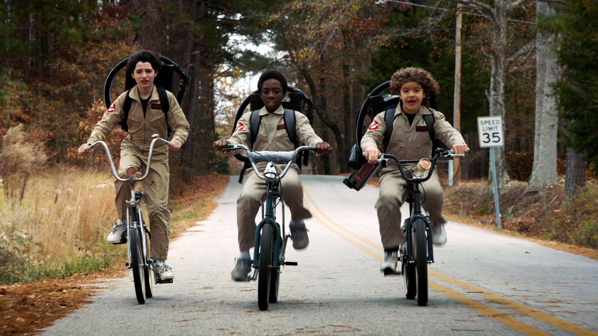 Auf in ein neues Abenteuer geht es für Mike, Lucas und Dustin in Staffel 3.