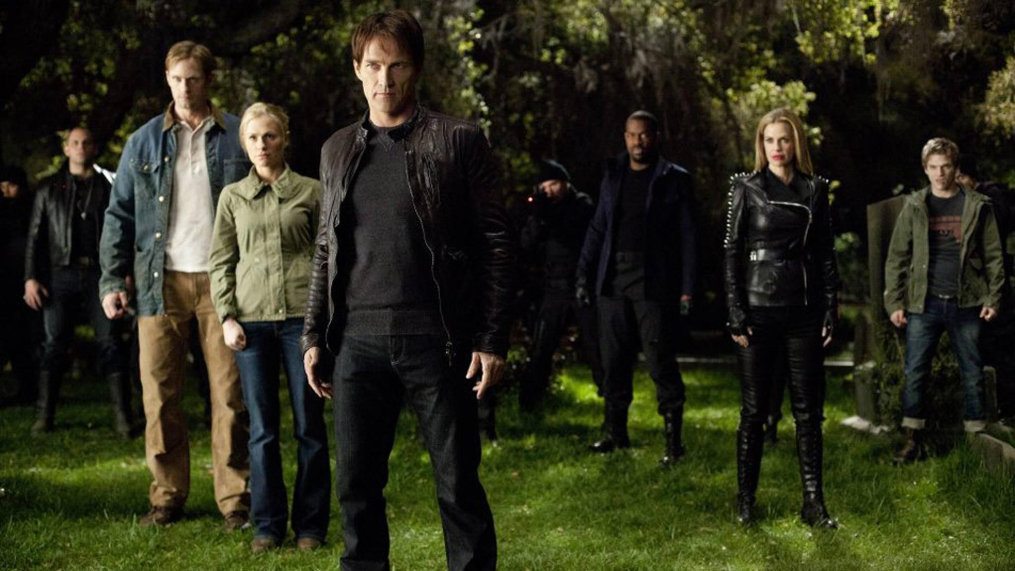 """Mit den glitzernden Blutsaugern aus """"Twilight"""" hatten die """"True Blood""""-Vampire so gar nichts gemein ... – und sie alle zeigten großes Interesse an Serien-Protagonistin Sookie."""