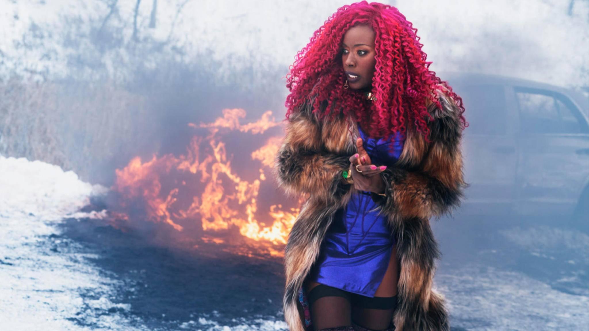 """Starfire ist nicht die einzige gefährliche Lady in Staffel 2 von """"Titans""""."""