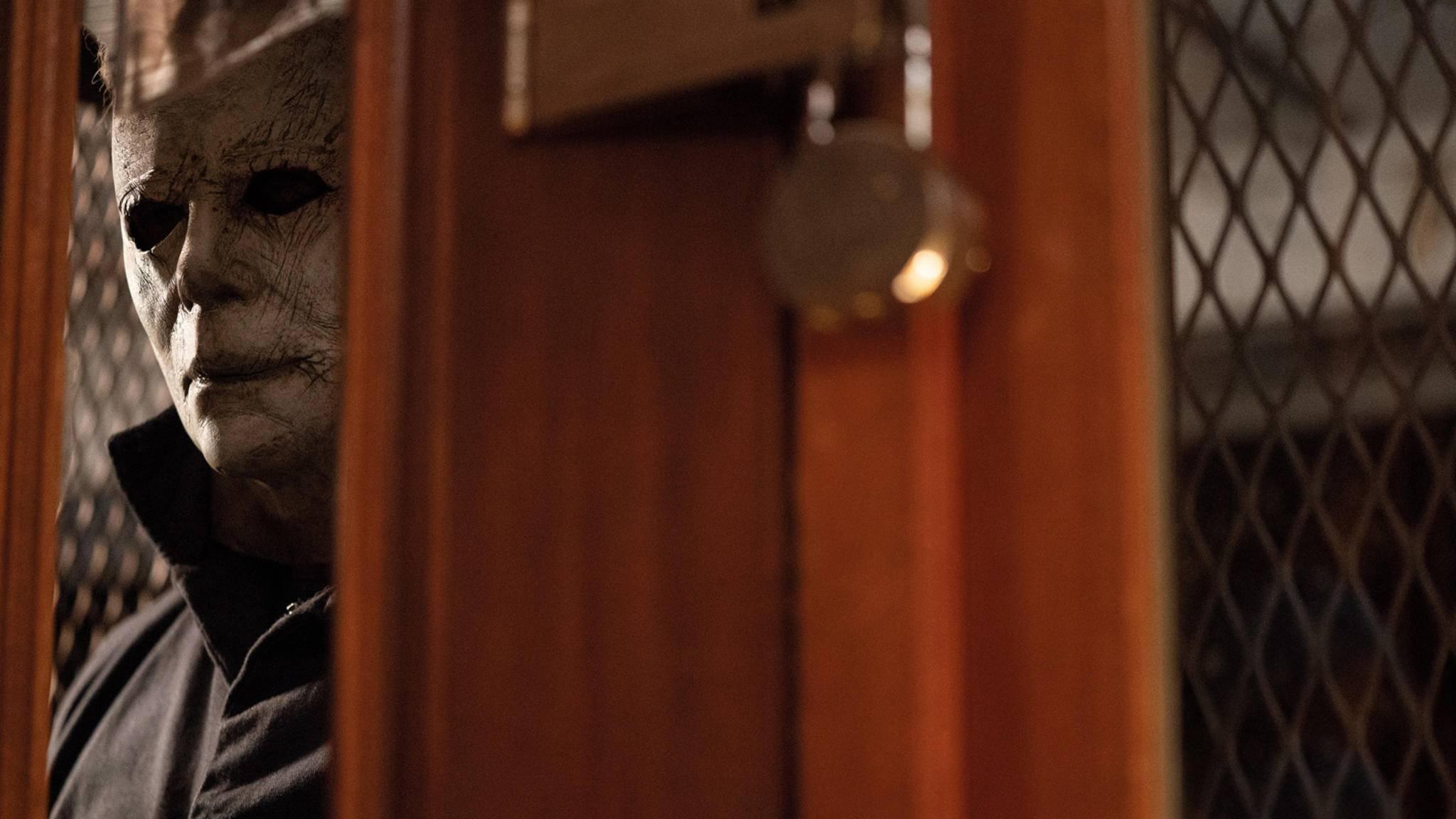 """Michael Myers schleicht sich mit der Heimkinoversion von """"Halloween"""" an Dich an."""