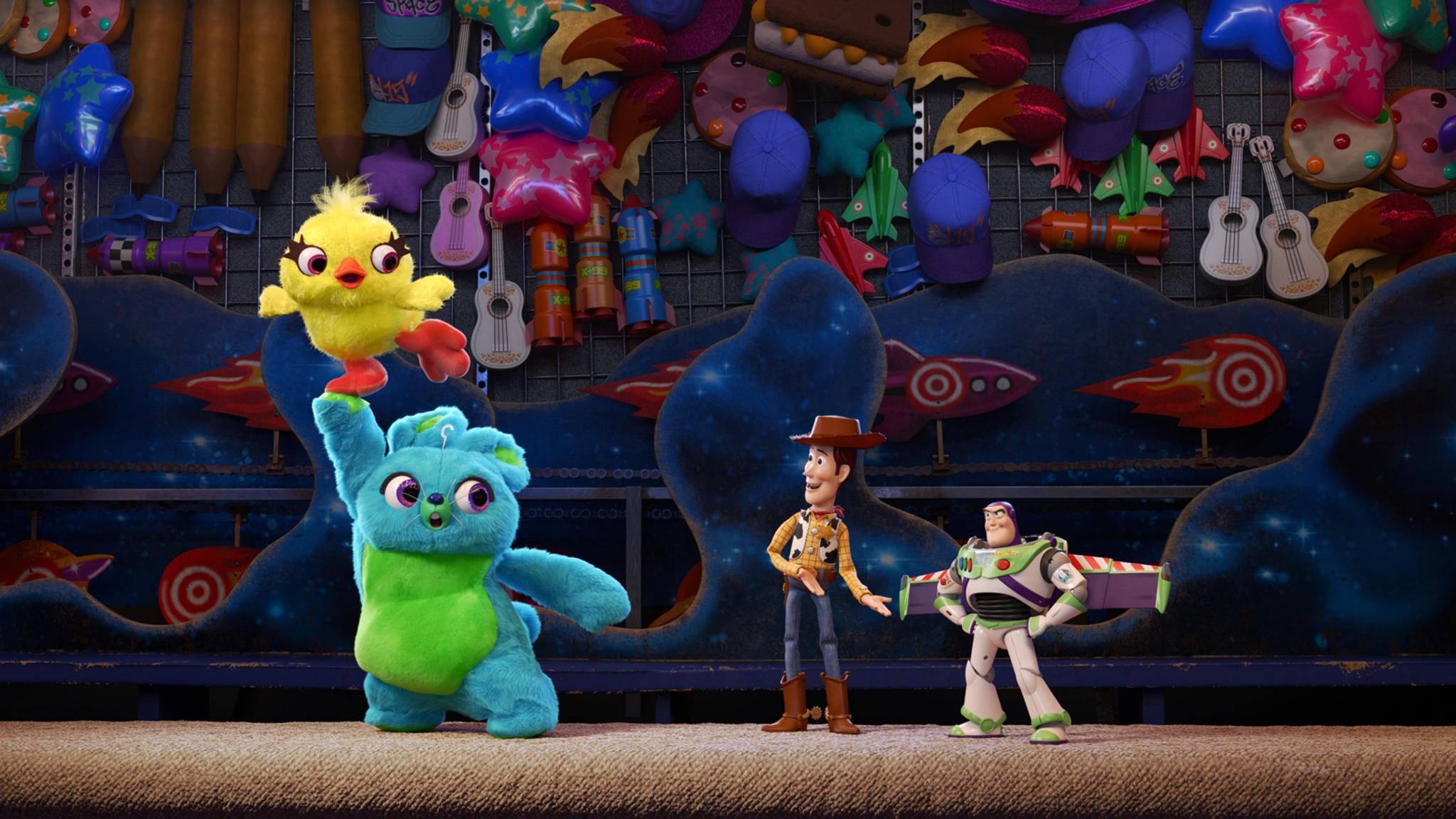 """Buzz und Woody finden in """"A Toy Story"""" zwei neue Freunde."""