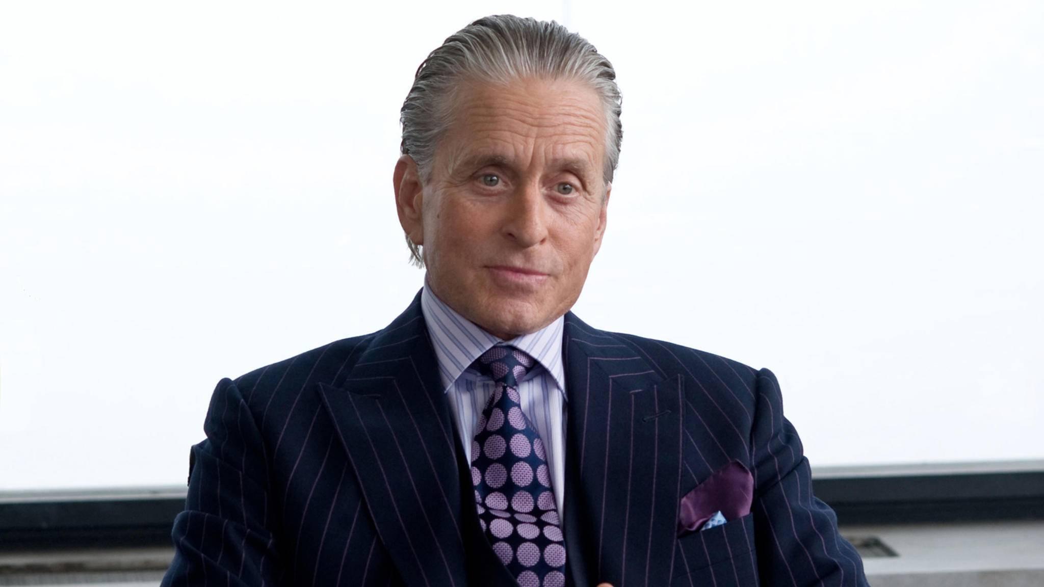 """Paraderolle: Michael Douglas glänzt in """"Wall Street"""" und im Sequel """"Wall Street: Geld schläft nicht"""" als gewissenloser Finanzhai Gordon Gekko."""