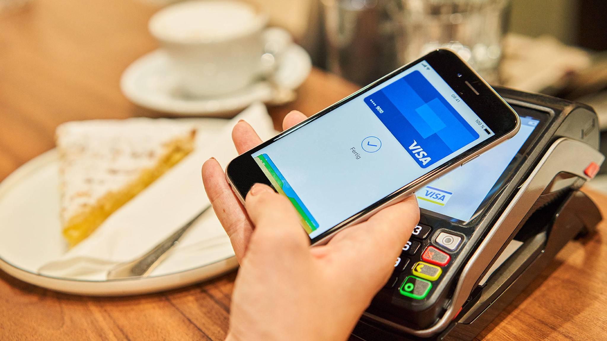 Die Banken zeigen sich mit dem Start von Apple Pay sehr zufrieden, dürfen aber keine genauen Zahlen nennen.