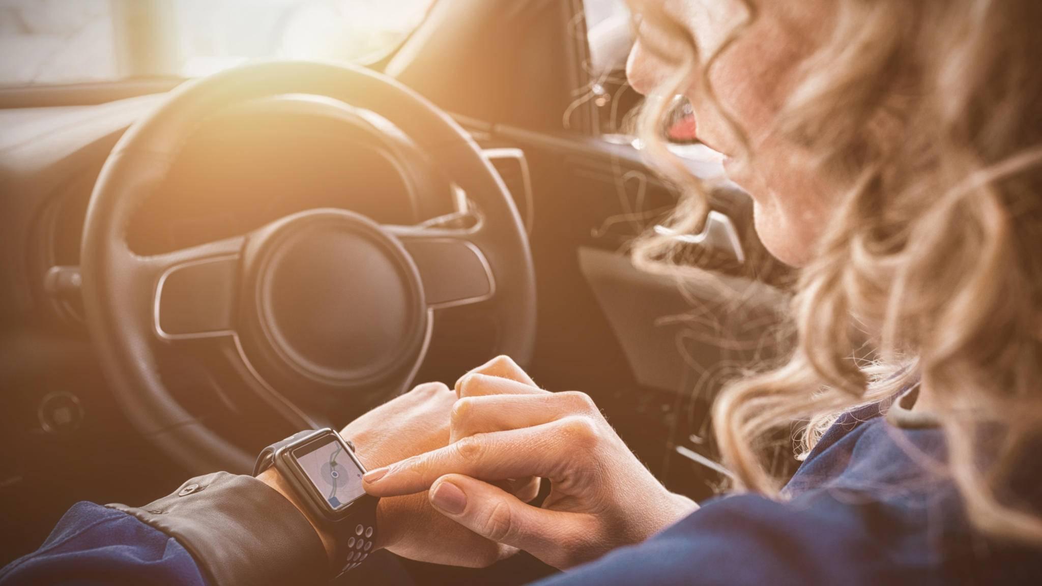 Smartwatches könnten für Autofahrer zukünftig von unerwartetem Nutzen sein.