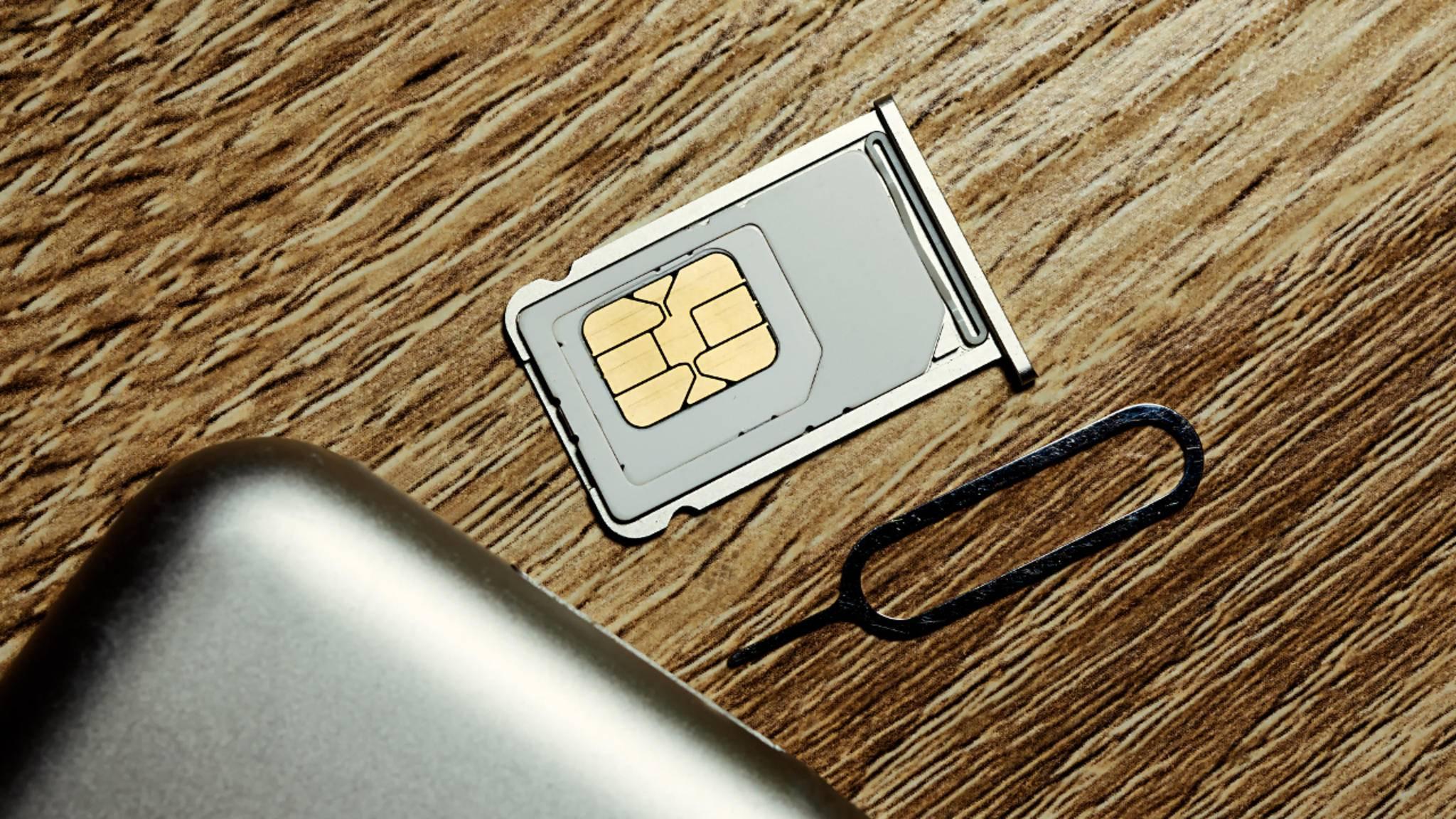 Wie kommt man ohne Werkzeug an die SIM-Karte? Mit vielen Alltagsgegenständen!