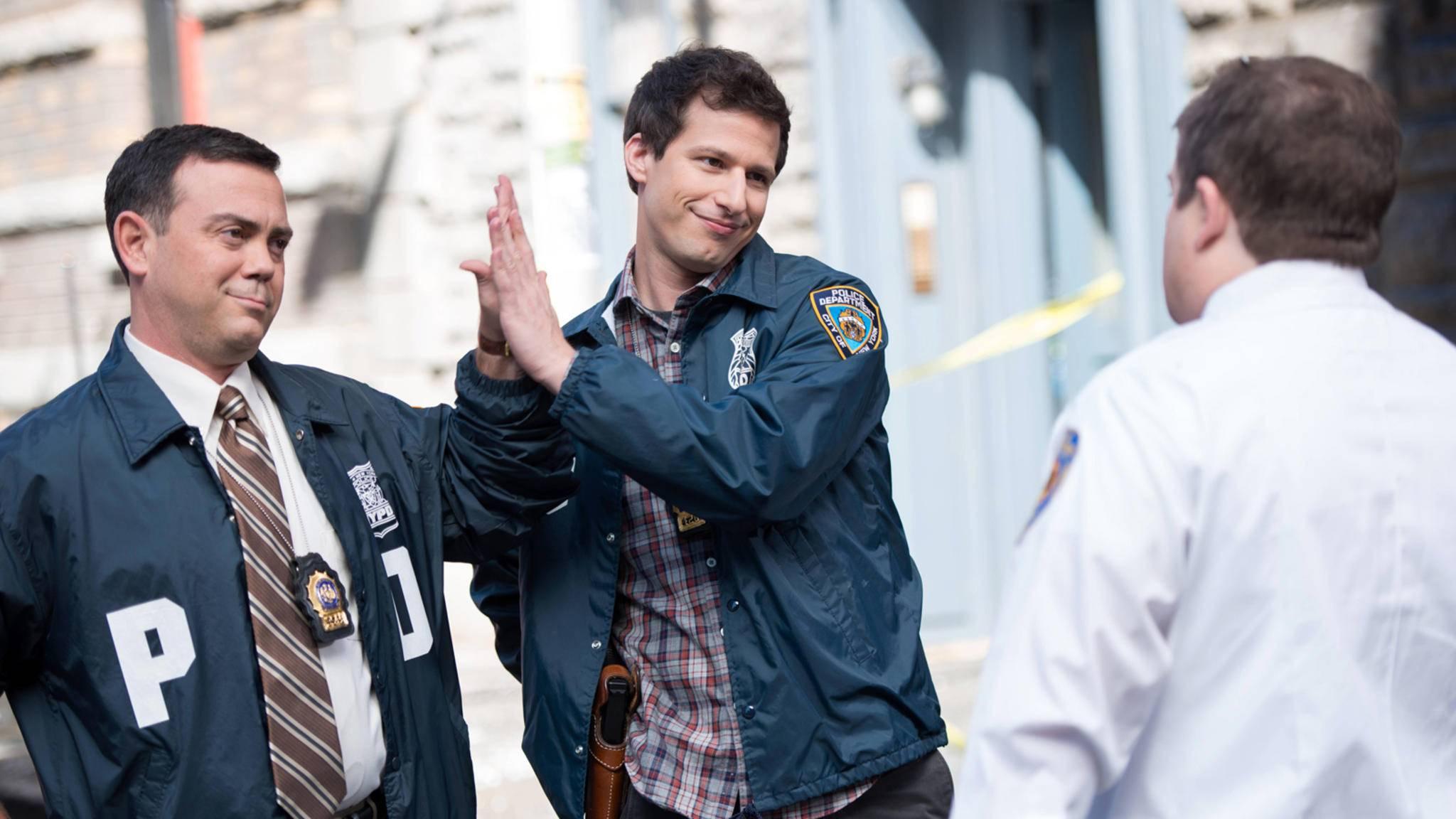 """High Five! """"Brooklyn Nine-Nine"""" geht auch nach Staffel 6 noch weiter."""