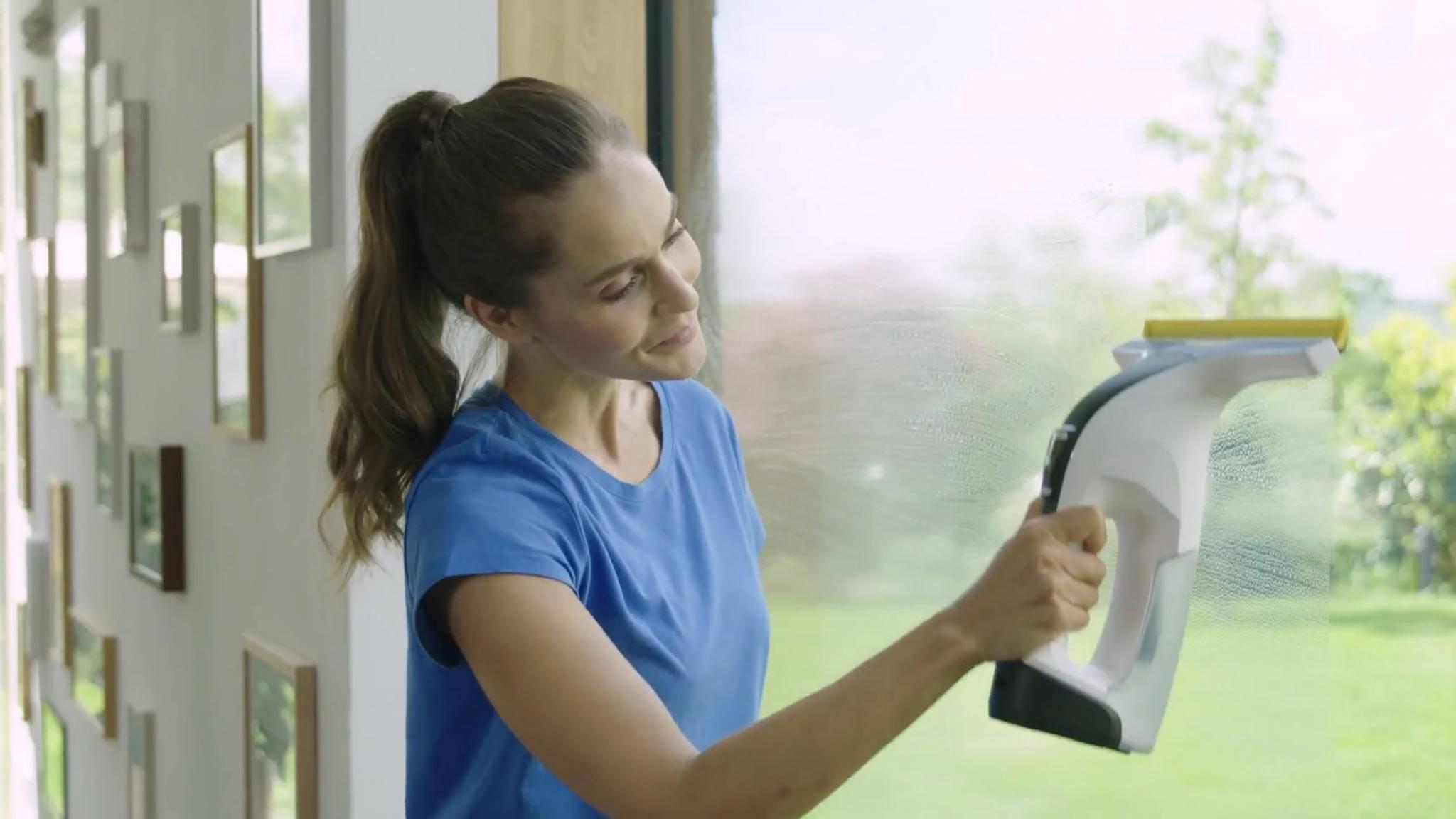 Fenstersauger wie der WV 6 Premium von Kärcher lassen sich mit einer Hand bedienen.
