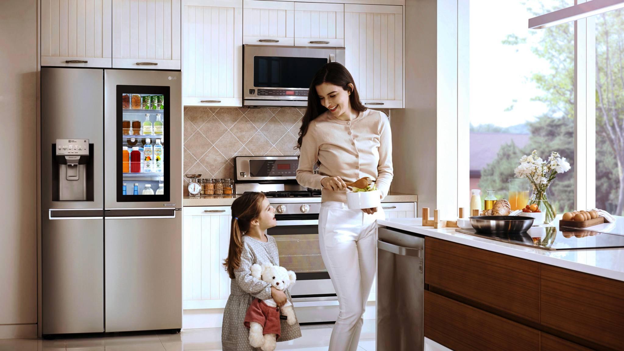 Smarte Kühlschränke wie LGs InstaView ThinQ Kühlschranke verwalten Lebensmittel für den Nutzer.