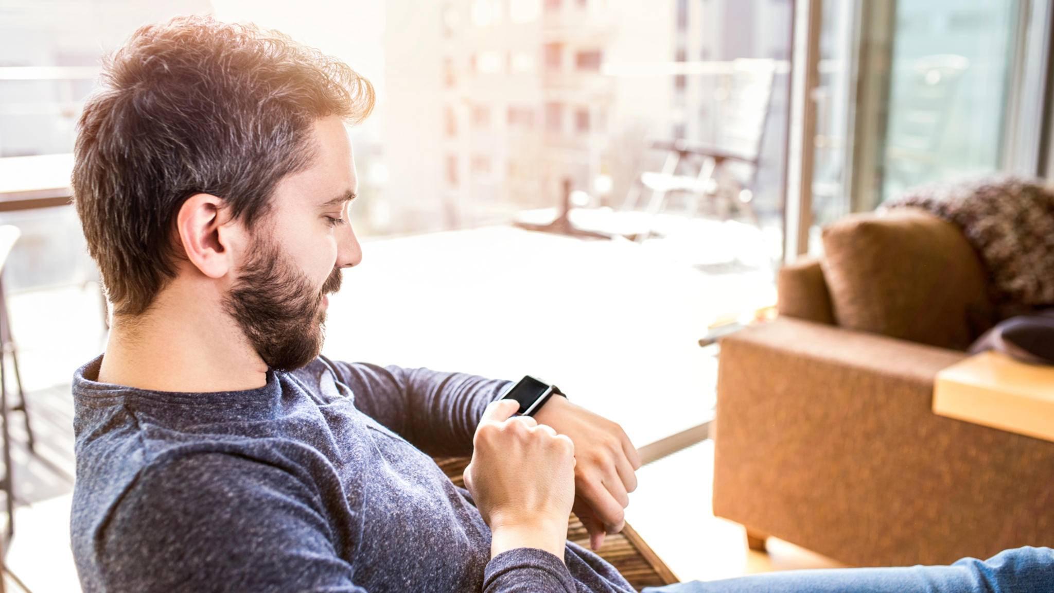 Über die Home-Connect-App kannst Du bald Dein Smart Home per Fitbit-Smartwatch steuern.