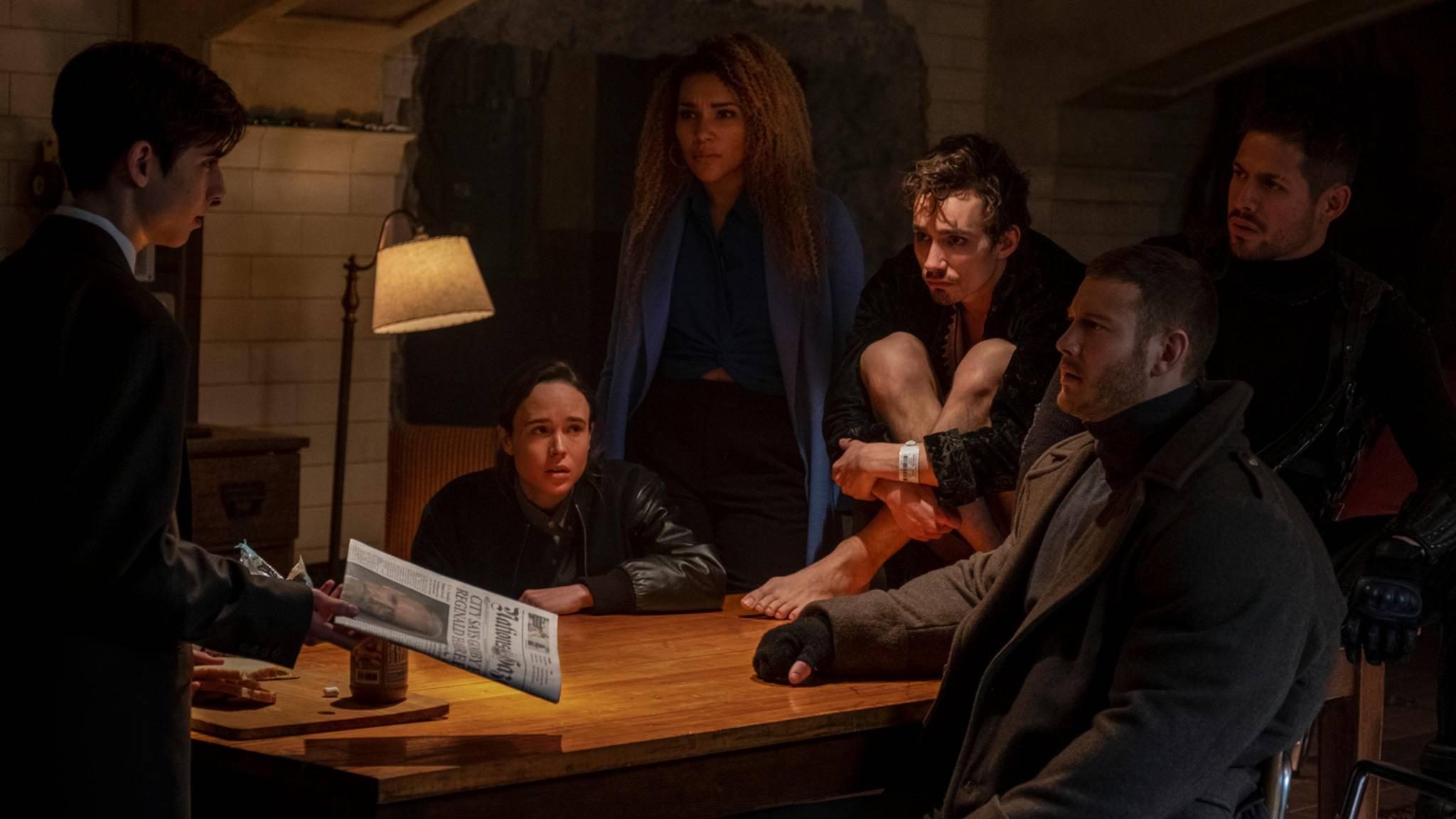 """Number Five, Vanya, Allison, Klaus, Luther und Diego (von links) müssen sich in """"The Umbrella Academy"""" nicht nur mit dem Tod ihres Ziehvaters auseinandersetzen ..."""