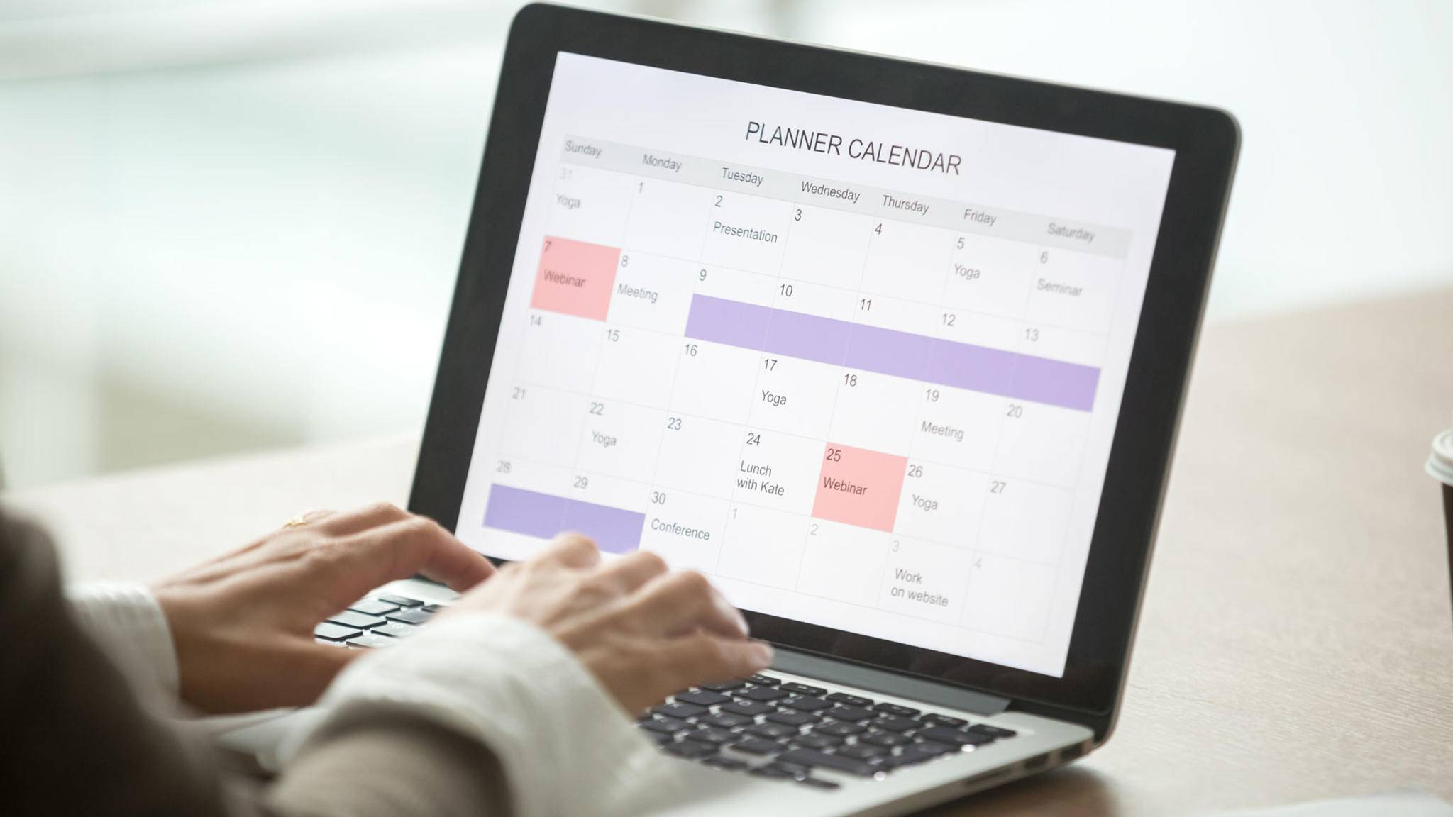 Wir verraten Dir, wie Du Deinen Outlook-Kalender im Handumdrehen teilen kannst.