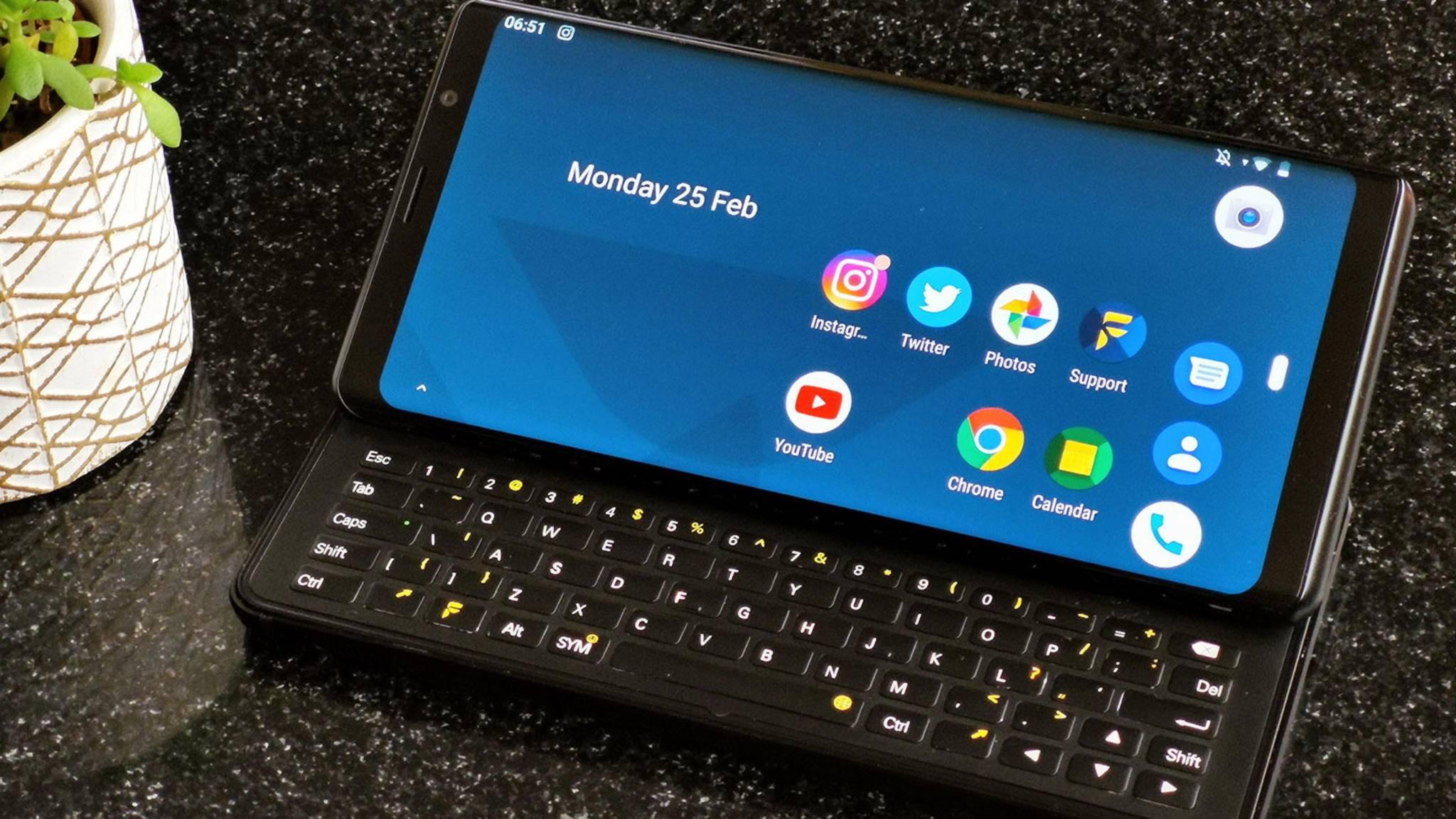 Mit dem Pro 1 möchte F(x)tec das Revival von Smartphones mit Slider-Tastatur starten.