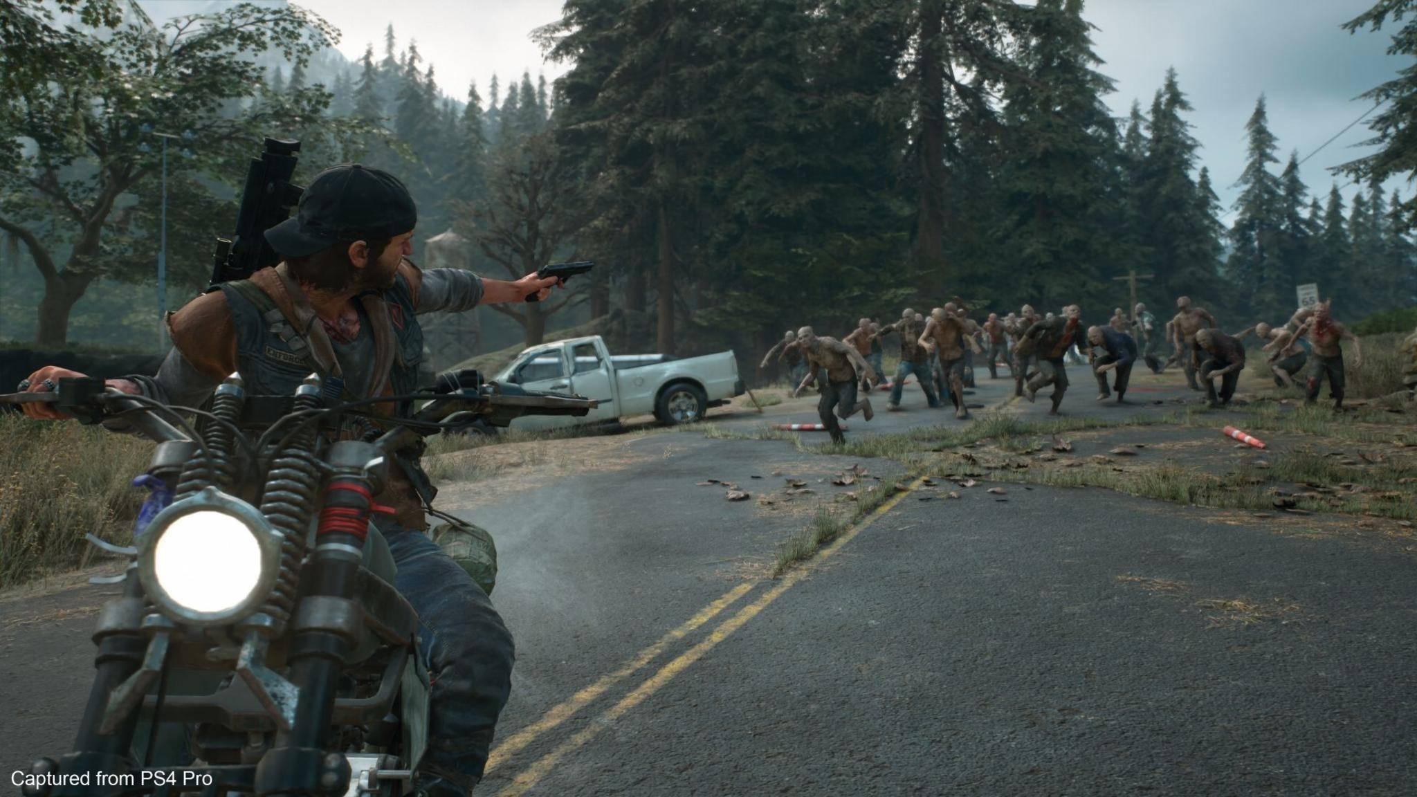 """Nichts wie weg: In """"Days Gone"""" siehst Du Dich einer absoluten Übermacht aus Zombies gegenüber."""