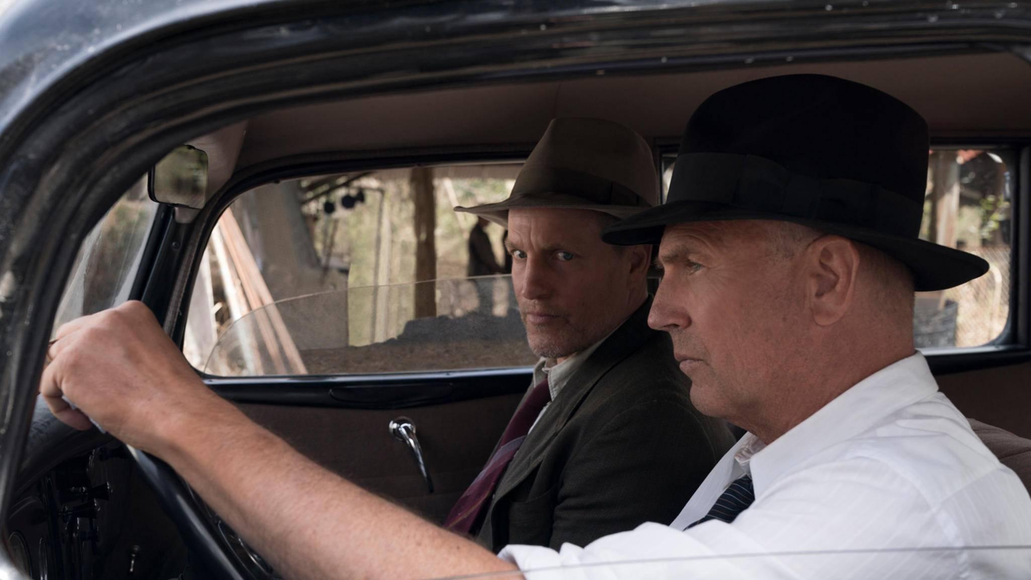 Woody Harrelson (l.) und Kevin Costner (r.) spielen die US-Ermittler, die Bonnie und Clyde zur Strecke gebracht haben.