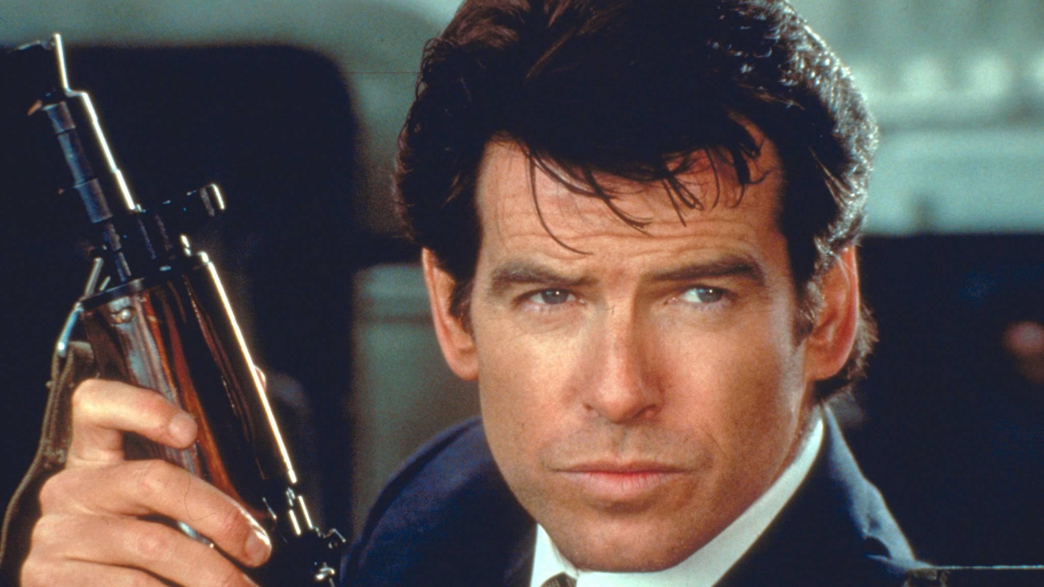 """Von 007 zum Märchenkönig: In """"Cinderella"""" kann Pierce Brosnan die Waffen ruhen lassen."""
