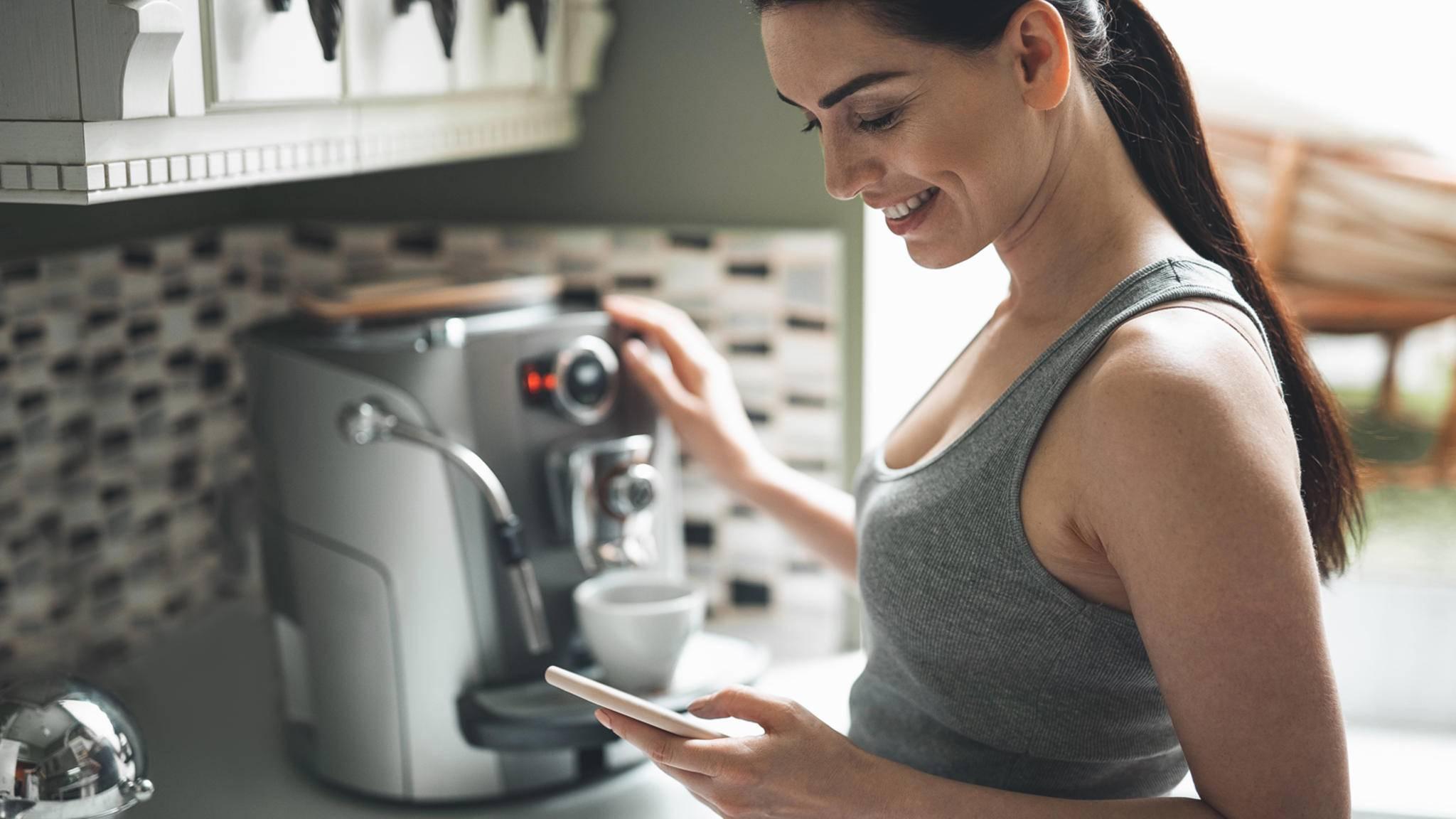 Smarte Kaffeemaschinen lassen sich auch mit dem Smartphone steuern.
