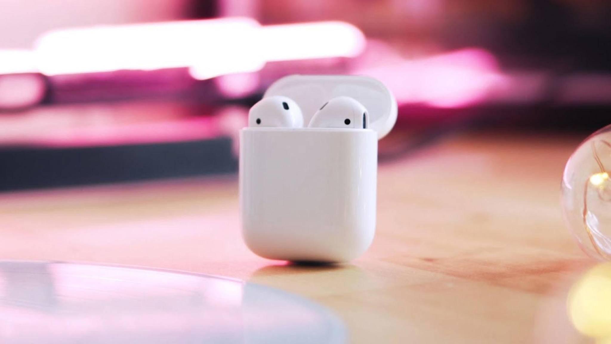 Lassen sich nicht nur mit einem iPhone verbinden: Die Apple AirPods.
