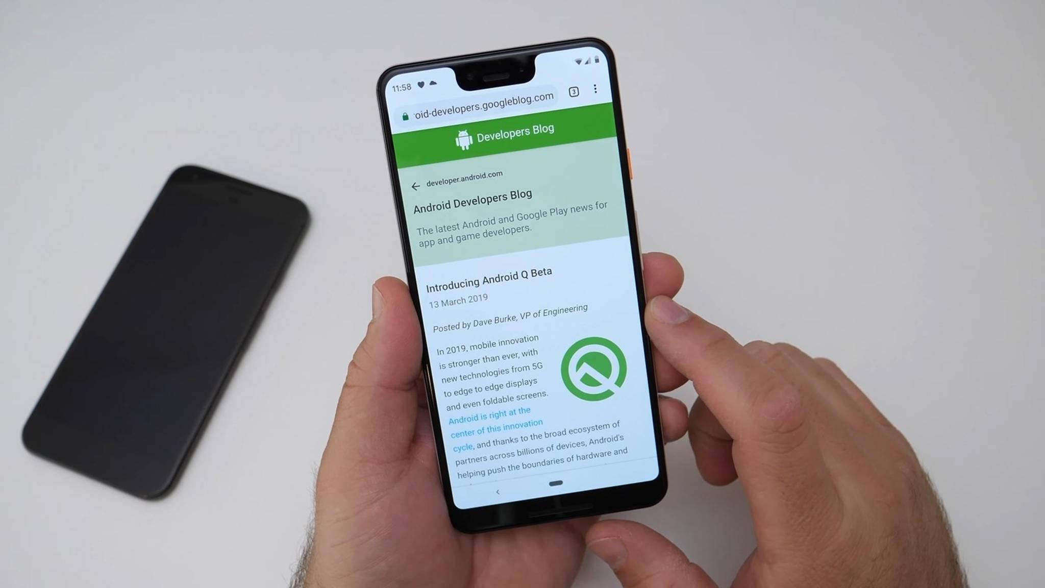 Mit einem Swipe nach rechts oder links in der Navigationsleisten kann in der neuen Beta von Android Q nun schnell zwischen Apps gewechselt werden.