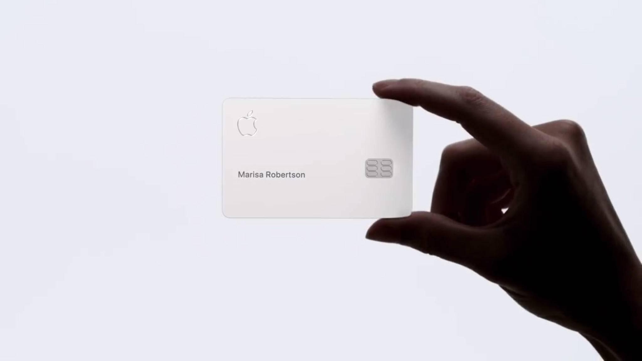 Die Apple Card fällt durch ihr minimalistisches Design auf.