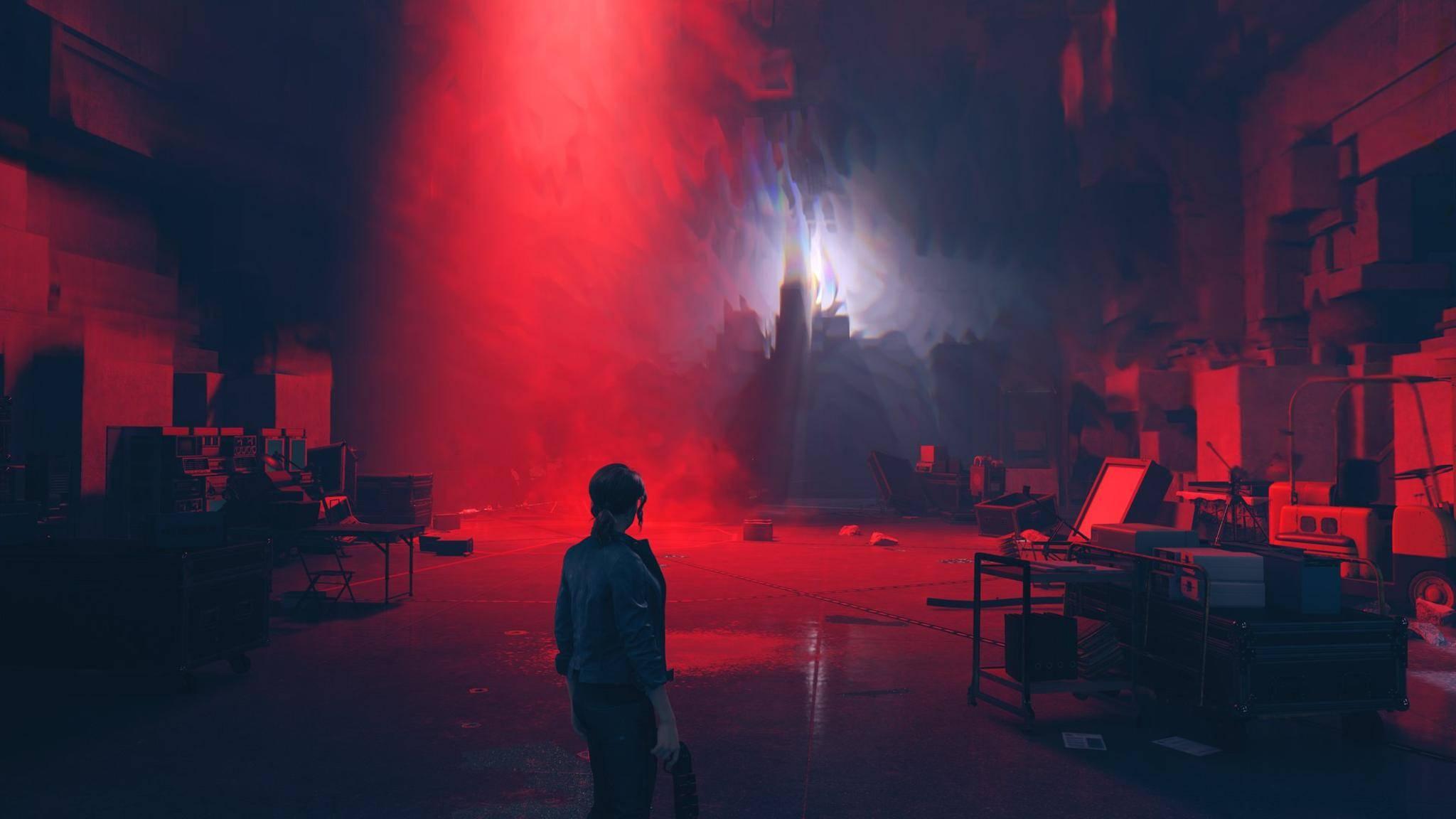 """Zurück im Dienst: Jesse Faden schwingt im ersten """"Control""""-DLC wieder die Dienstwaffe."""