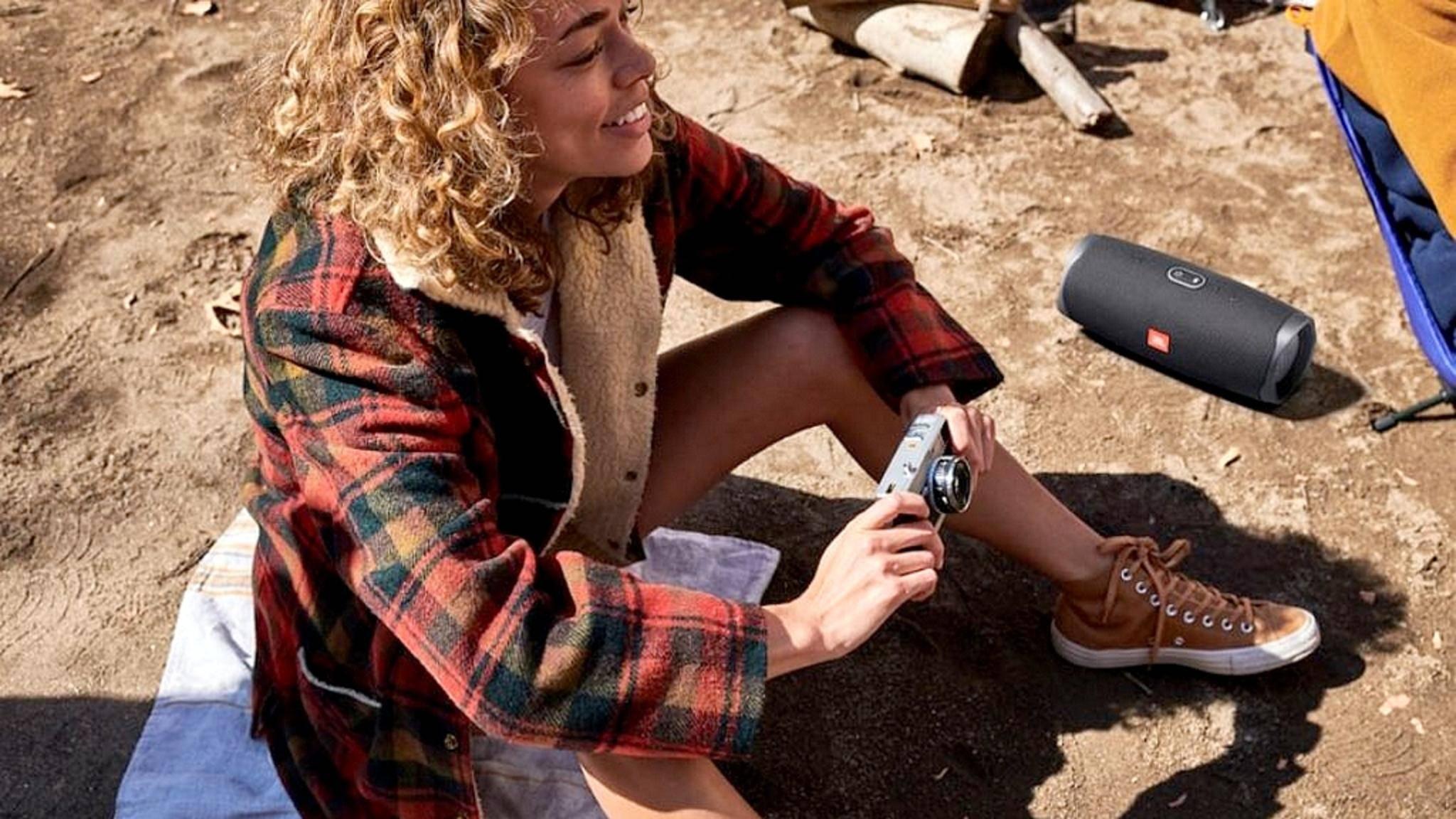 Mit diesen Bluetooth-Lautsprechern bist Du für den Outdoor-Musikgenuss gerüstet.