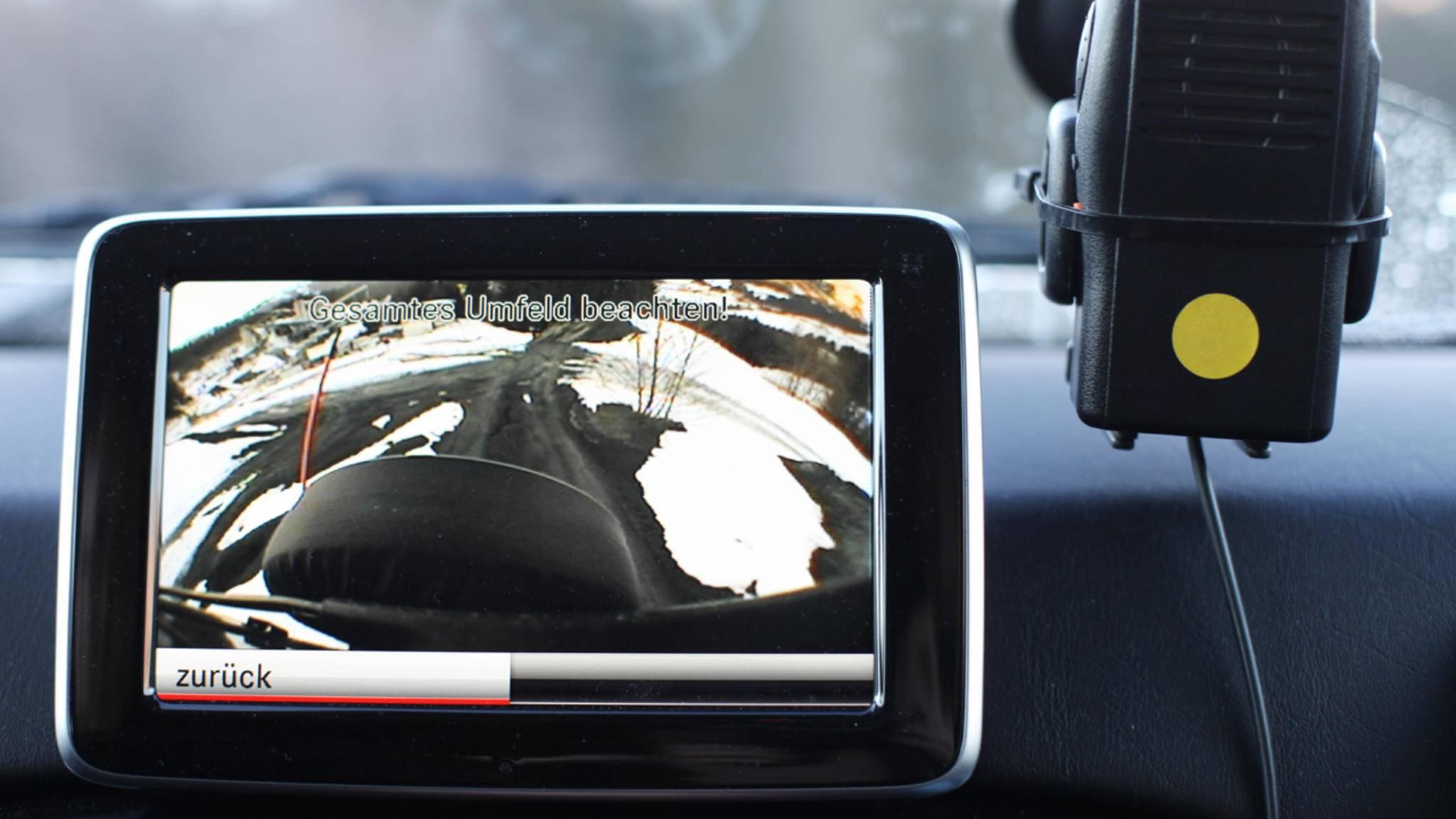 Eine Rückfahrkamera ist praktisch – und lässt sich nachrüsten, wenn nicht vorhanden.
