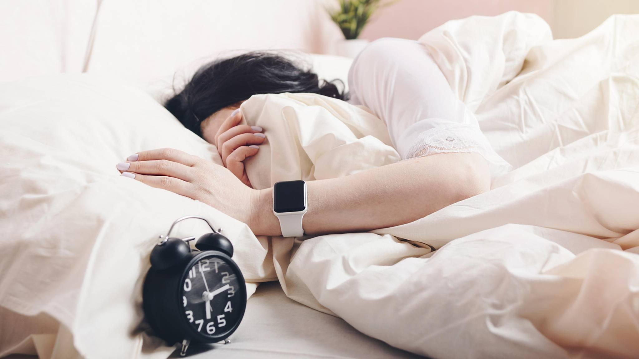 Entspannte Träume: Deine Apple Watch überwacht nachts die Herzfrequenz.
