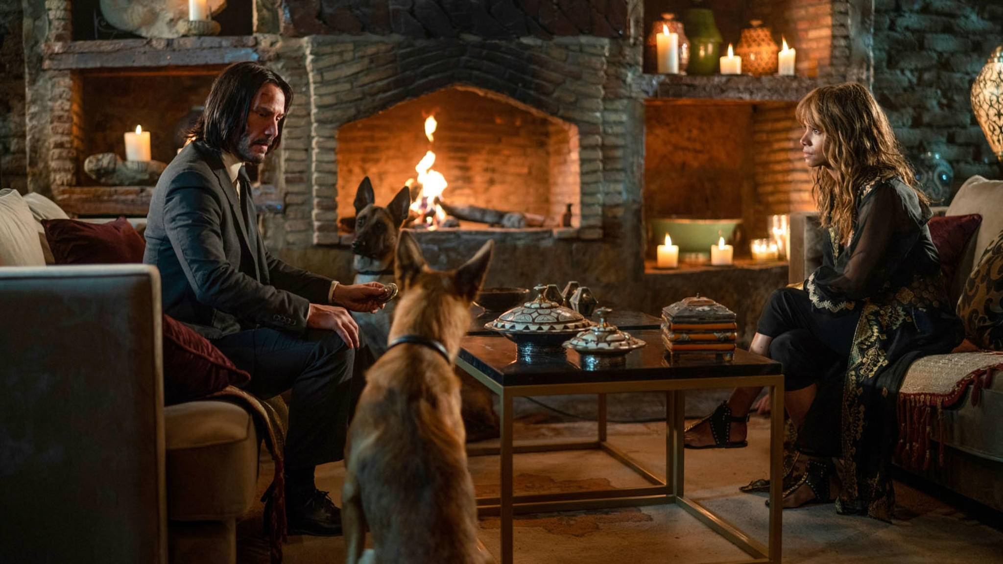 """So brav wie in dieser Filmszene waren die Hunde-Darsteller in """"John Wick 3"""" nicht immer."""