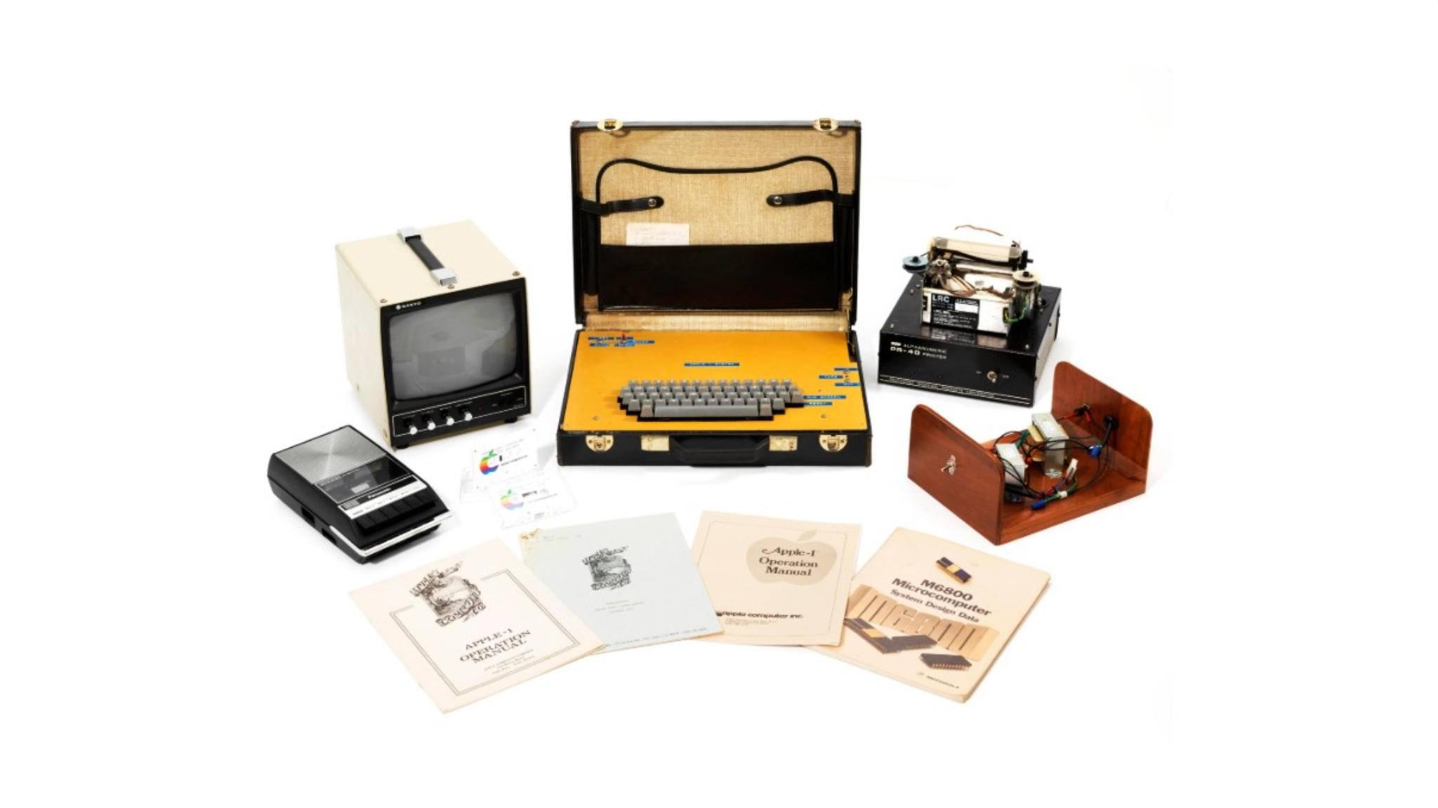 Dieser seltene Apple 1 erinnert mit seinem Kofferdesign an heutige Laptops.