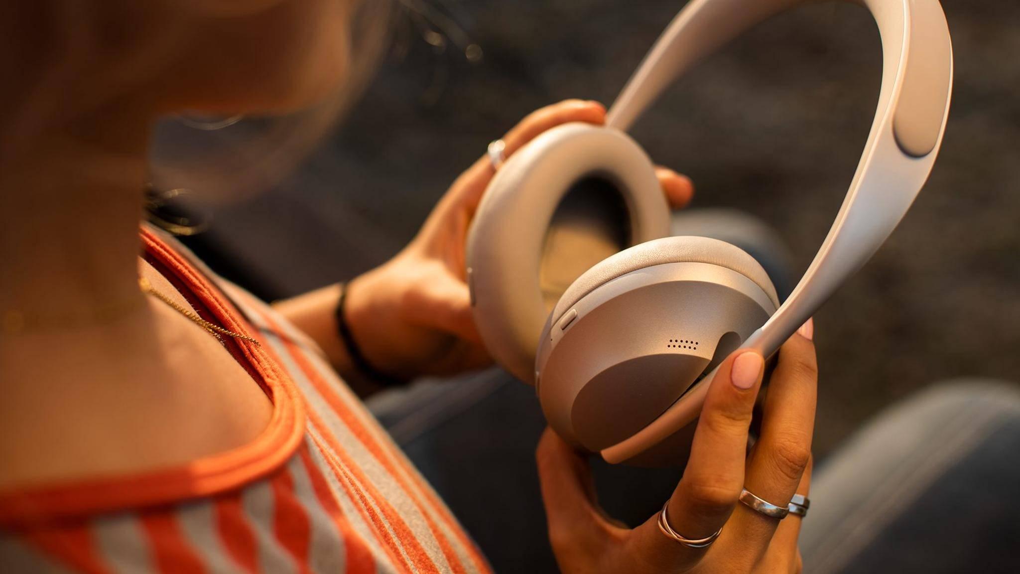Zwei der drei neuen Kopfhörermodelle bieten Noise Cancelling.