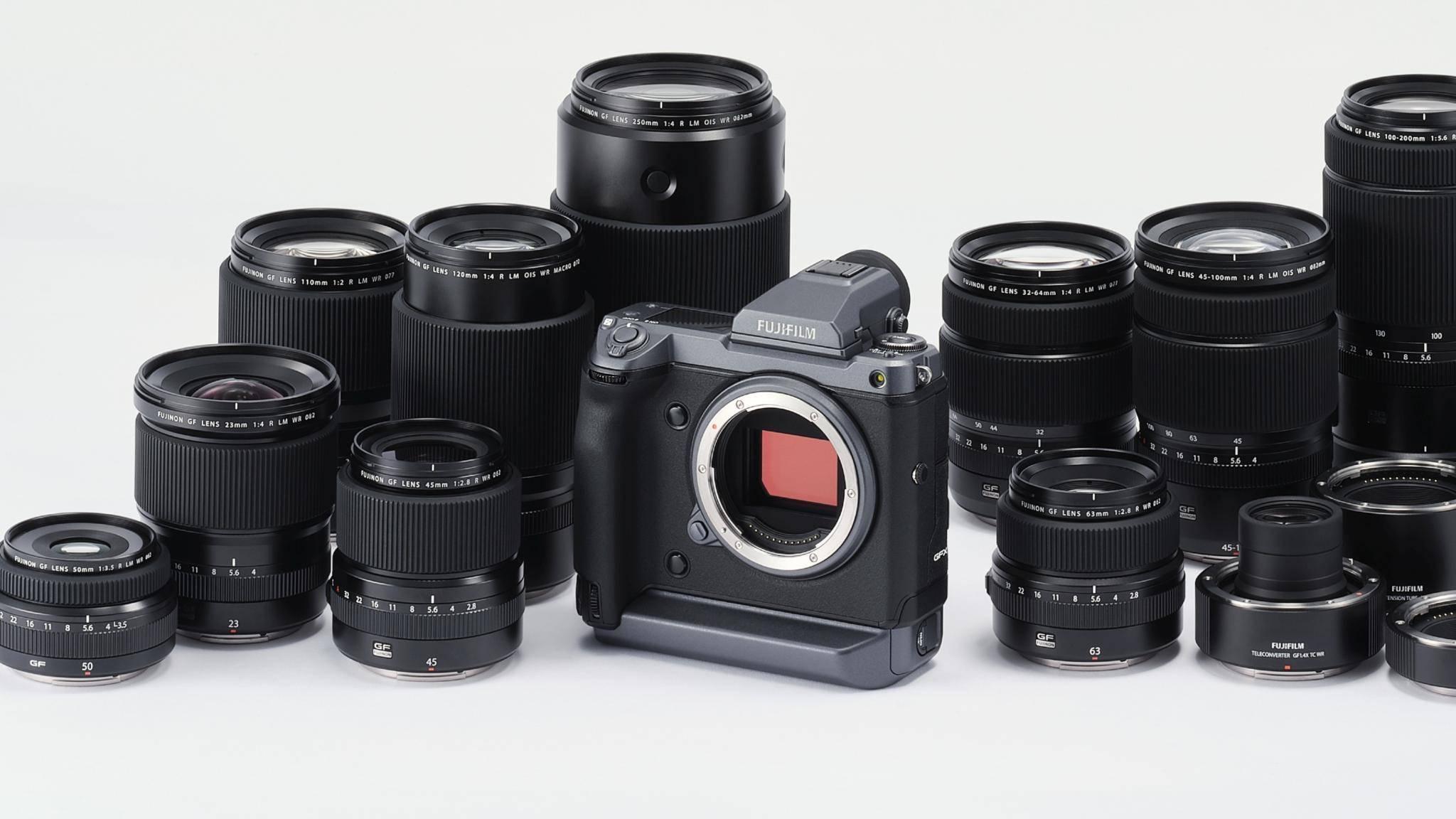 Die Fujifilm GFX100 hat viel zu bieten - und das sollte sie für 11.000 Euro wohl auch.