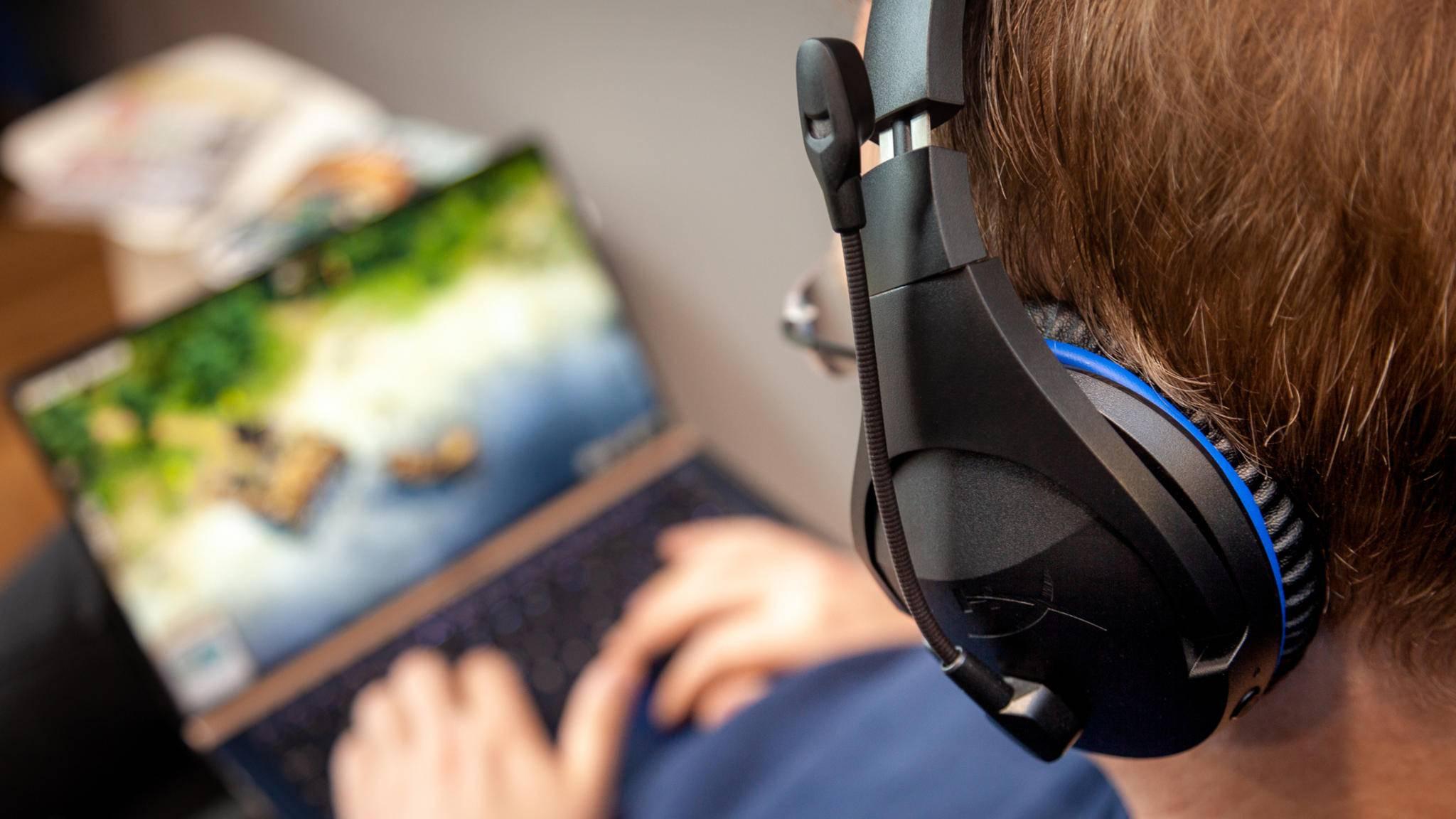 Das Gaming-Headset HyperX Cloud Stinger Wireless ist mit PS4 und PC kompatibel.
