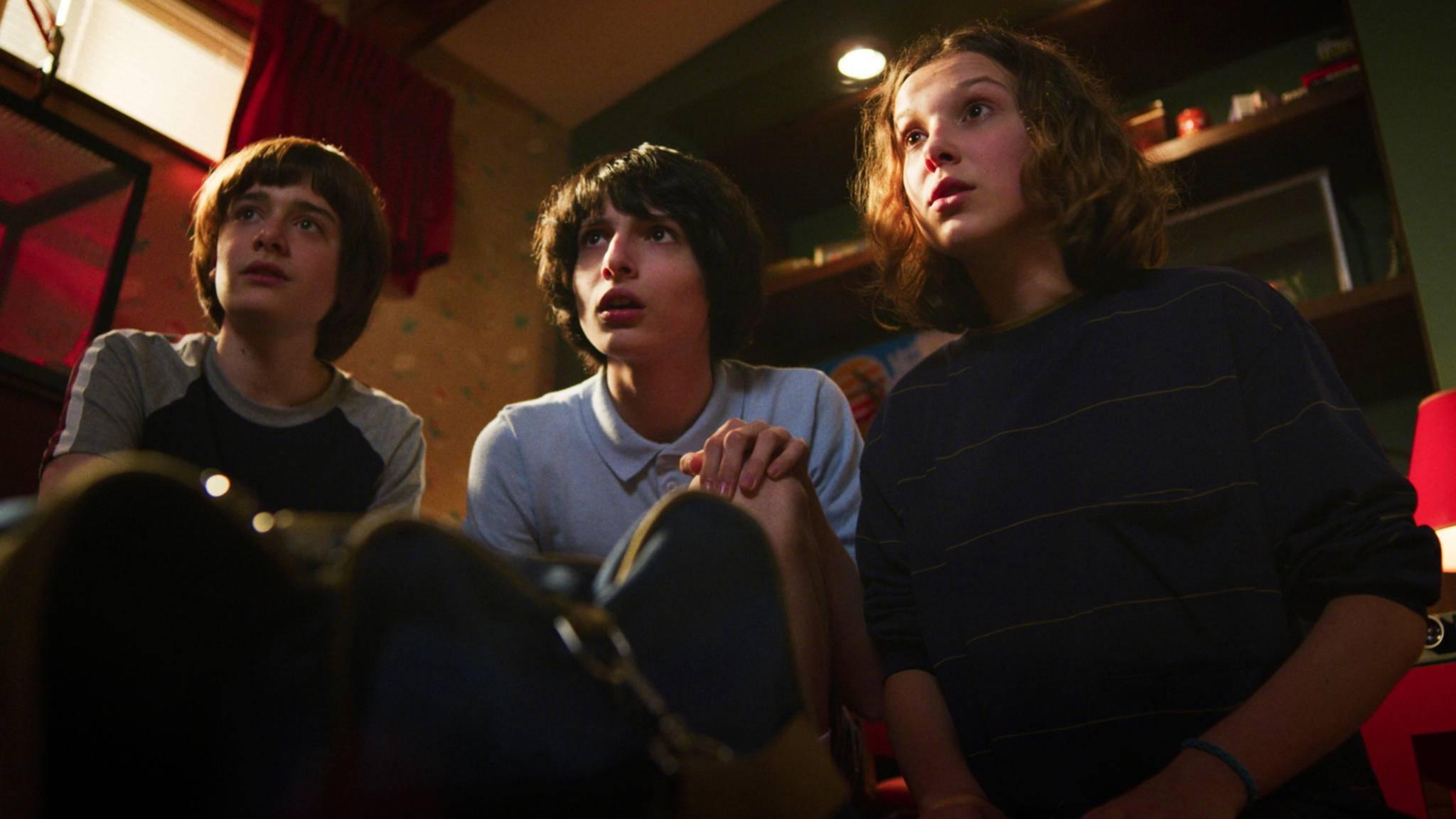"""Erzähl mir mehr! """"Stranger Things""""-Star Millie Bobby Brown (rechts im Bild) soll für """"Marvel's The Eternals"""" im Gespräch sein!"""