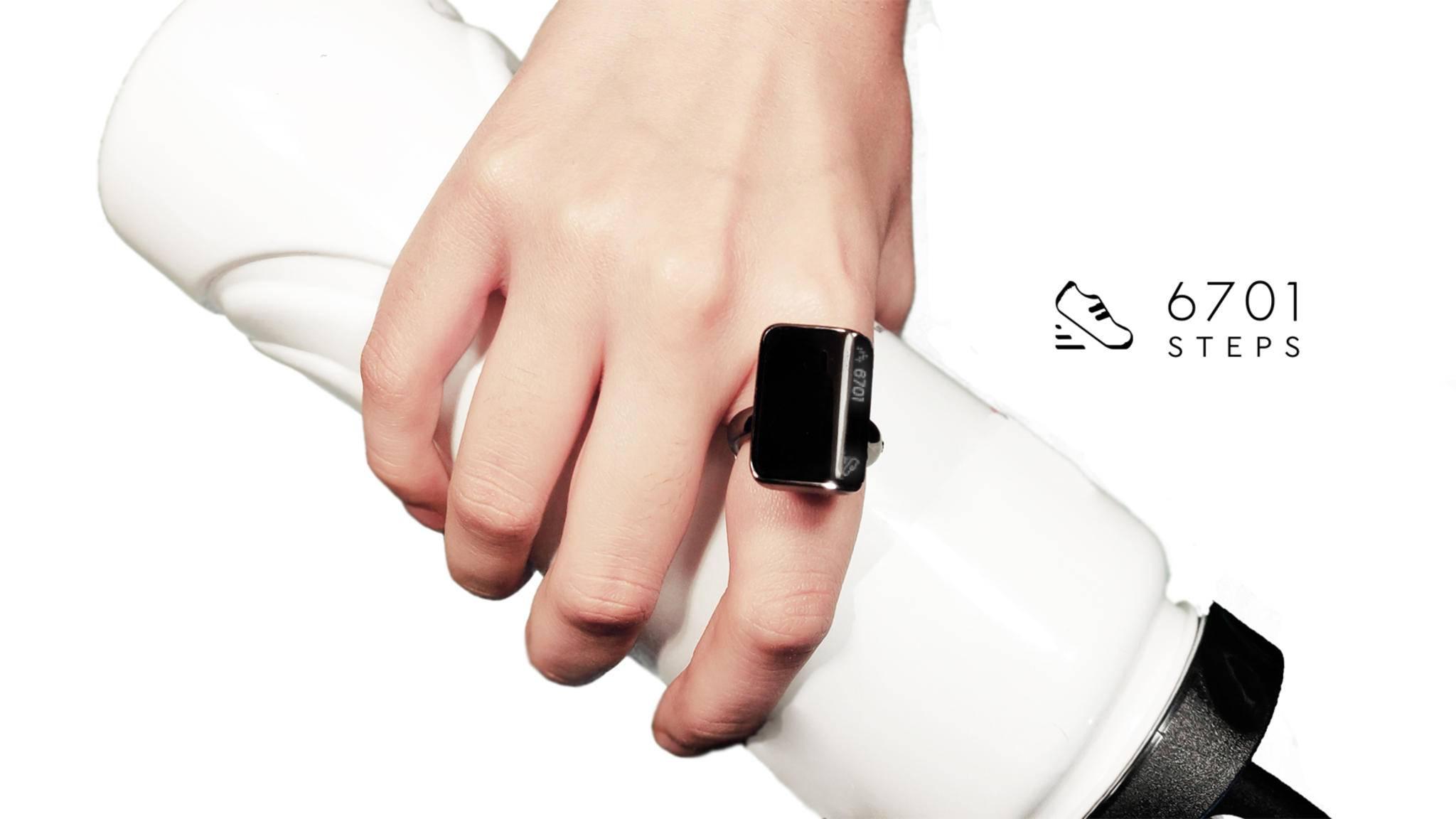 Der smarte Aina-Ring dient auch als Fitness-Tracker.