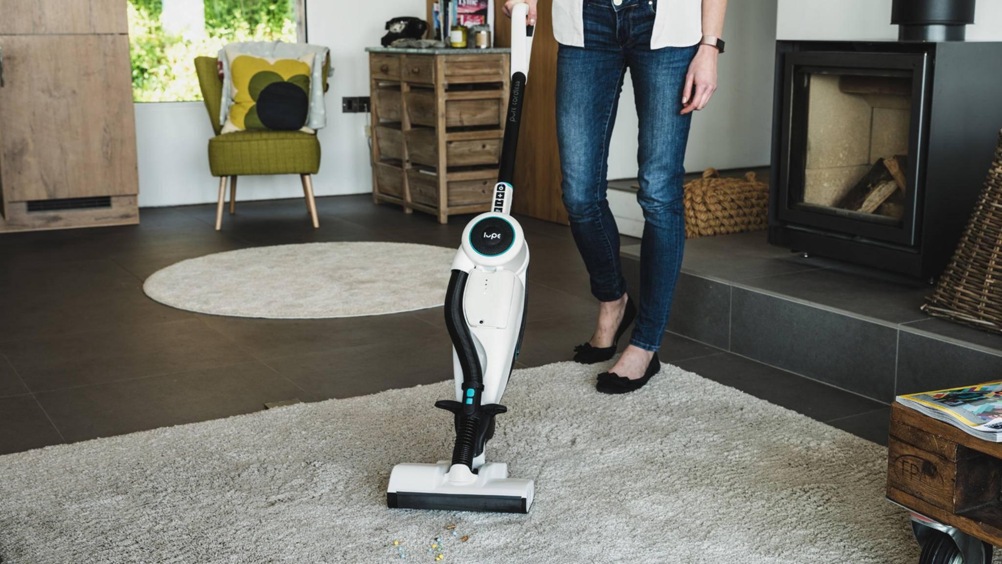 Der Lupe soll auf Hart- wie Teppichböden für Sauberkeit sorgen.